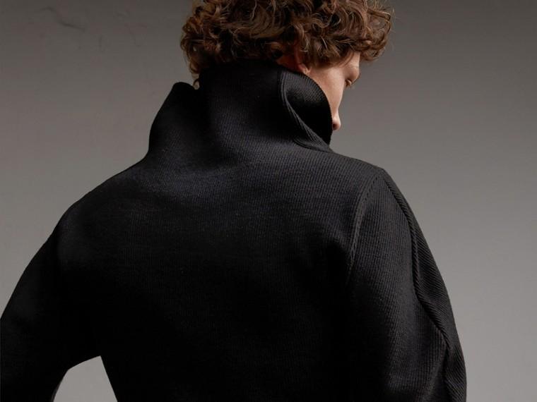 Formschöner Rippstrickpullover aus einer Wollmischung (Schwarz) - Herren | Burberry - cell image 4
