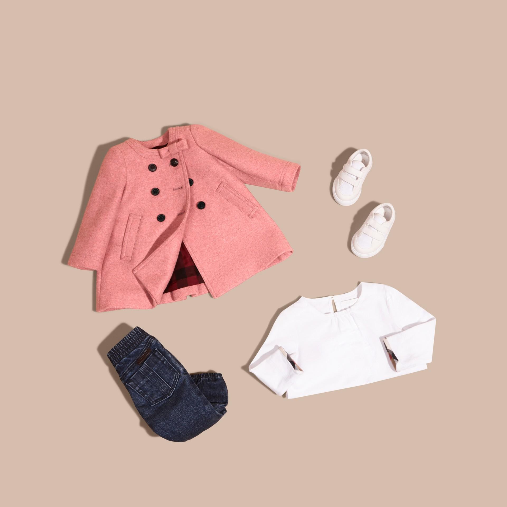 Розовый пион, меланж Пальто с декоративным бантом - изображение 5