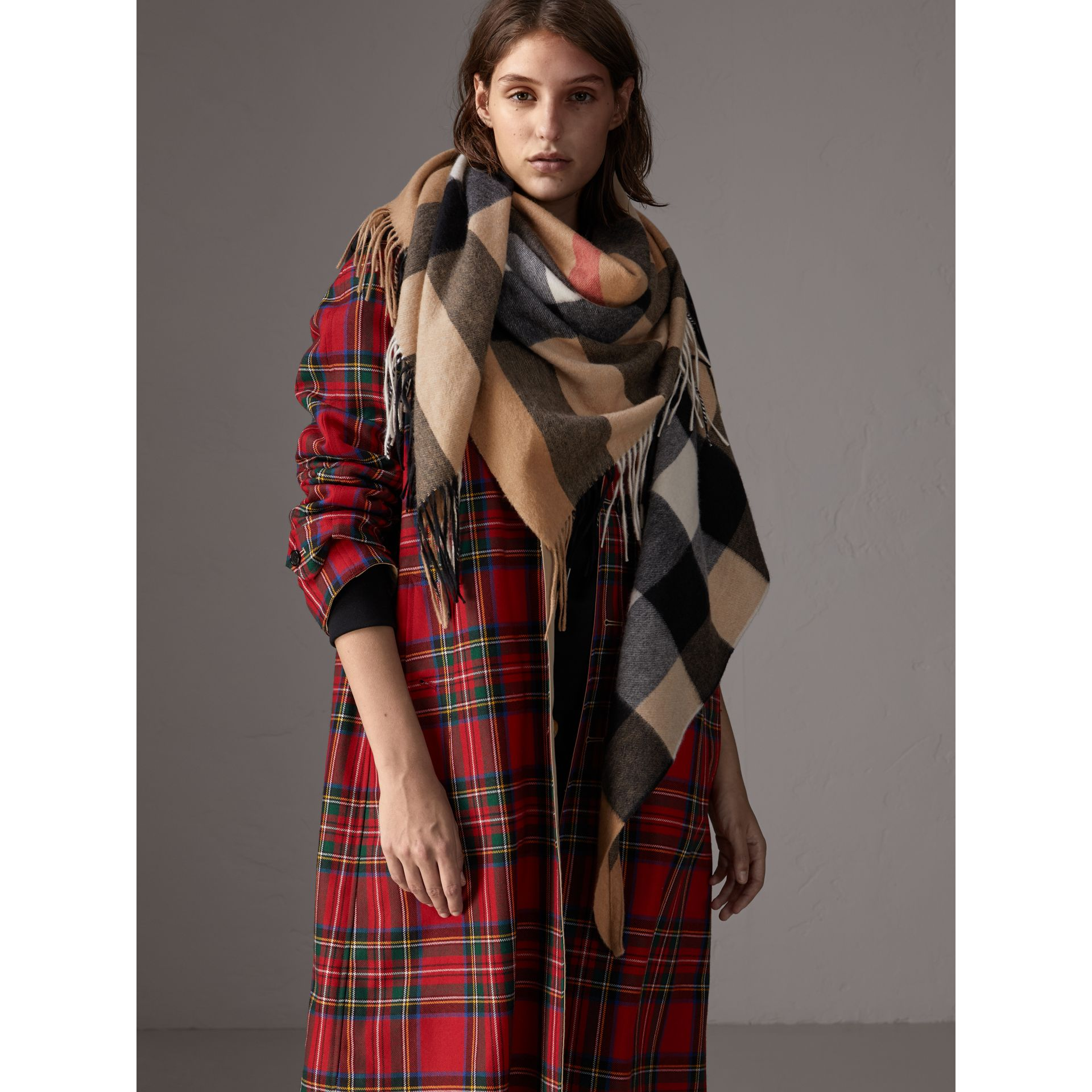 Check Cashmere Wrap in Camel | Burberry - gallery image 6