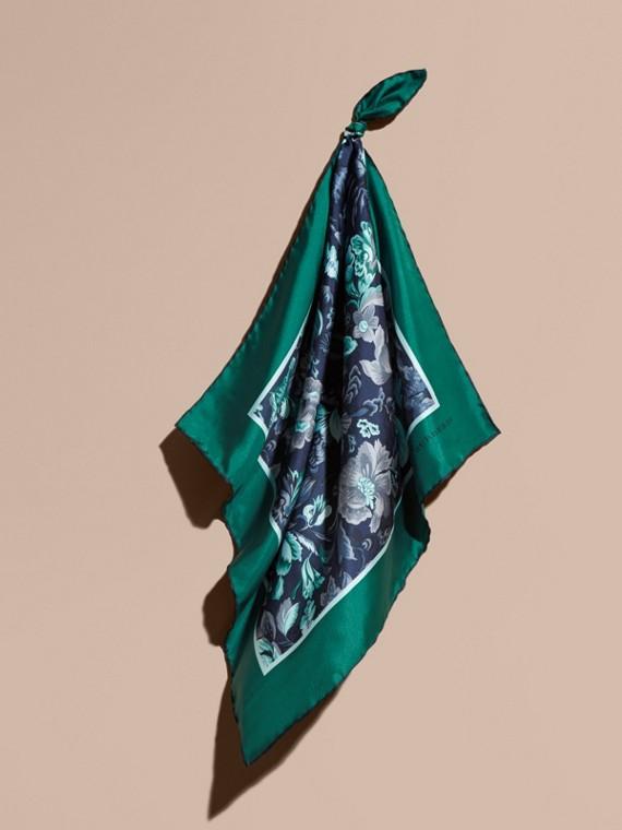 Pañuelo cuadrado pequeño en seda con estampado de jardín florido