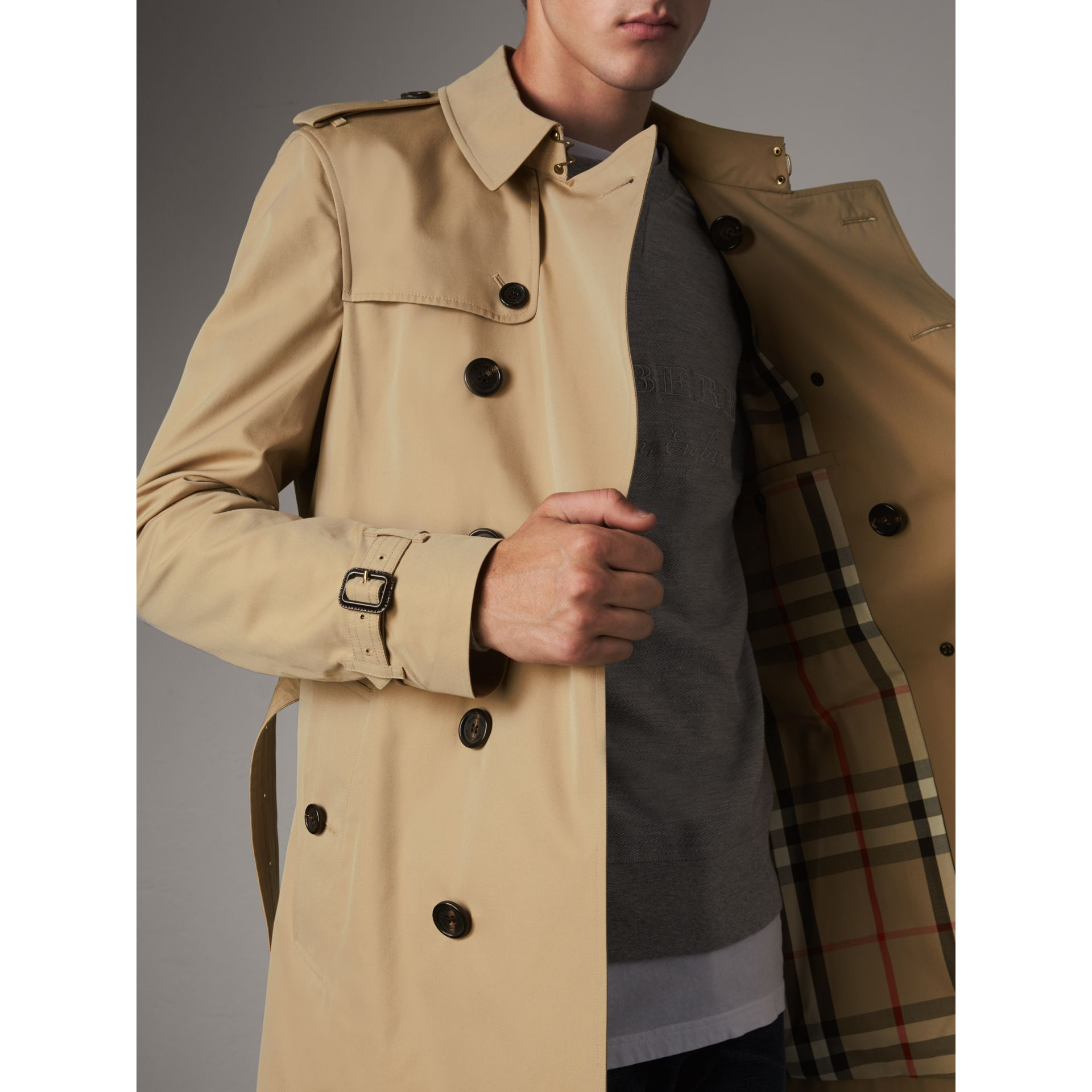 The Chelsea – Mid-length Heritage Trench Coat in Honey - Men | Burberry Singapore - gallery image 6
