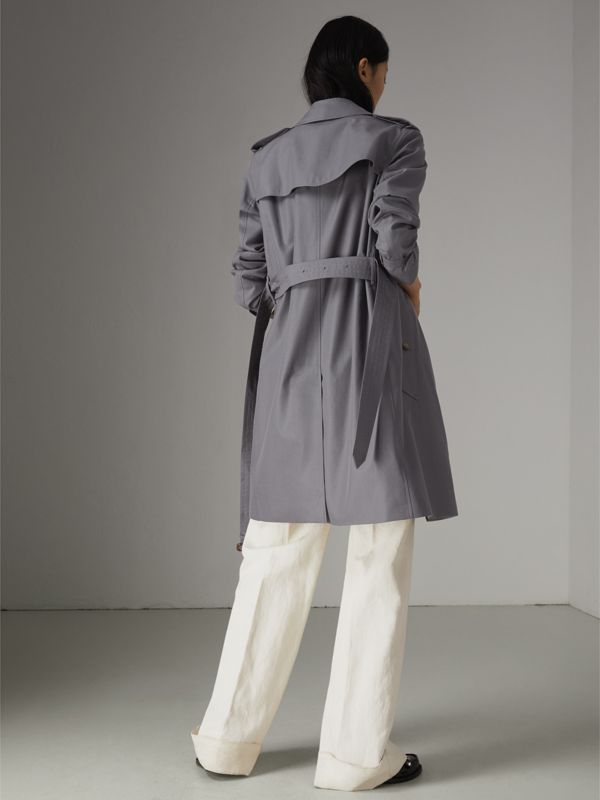 The Kensington Heritage Trench Coat in Mid Grey - Women | Burberry United Kingdom - cell image 2