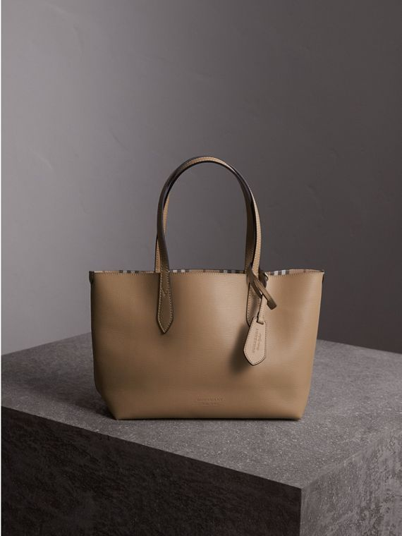 The Small Reversible Tote in Haymarket Check and Leather in Mid Camel - Women | Burberry