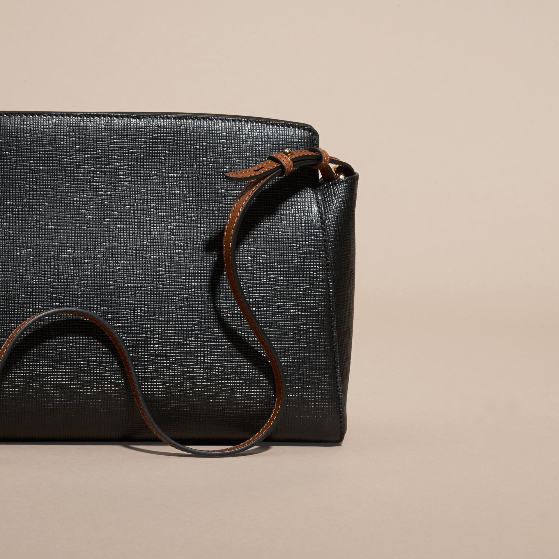 Preto Bolsa clutch Saddle de couro texturizado e aderido - galeria de imagens 5