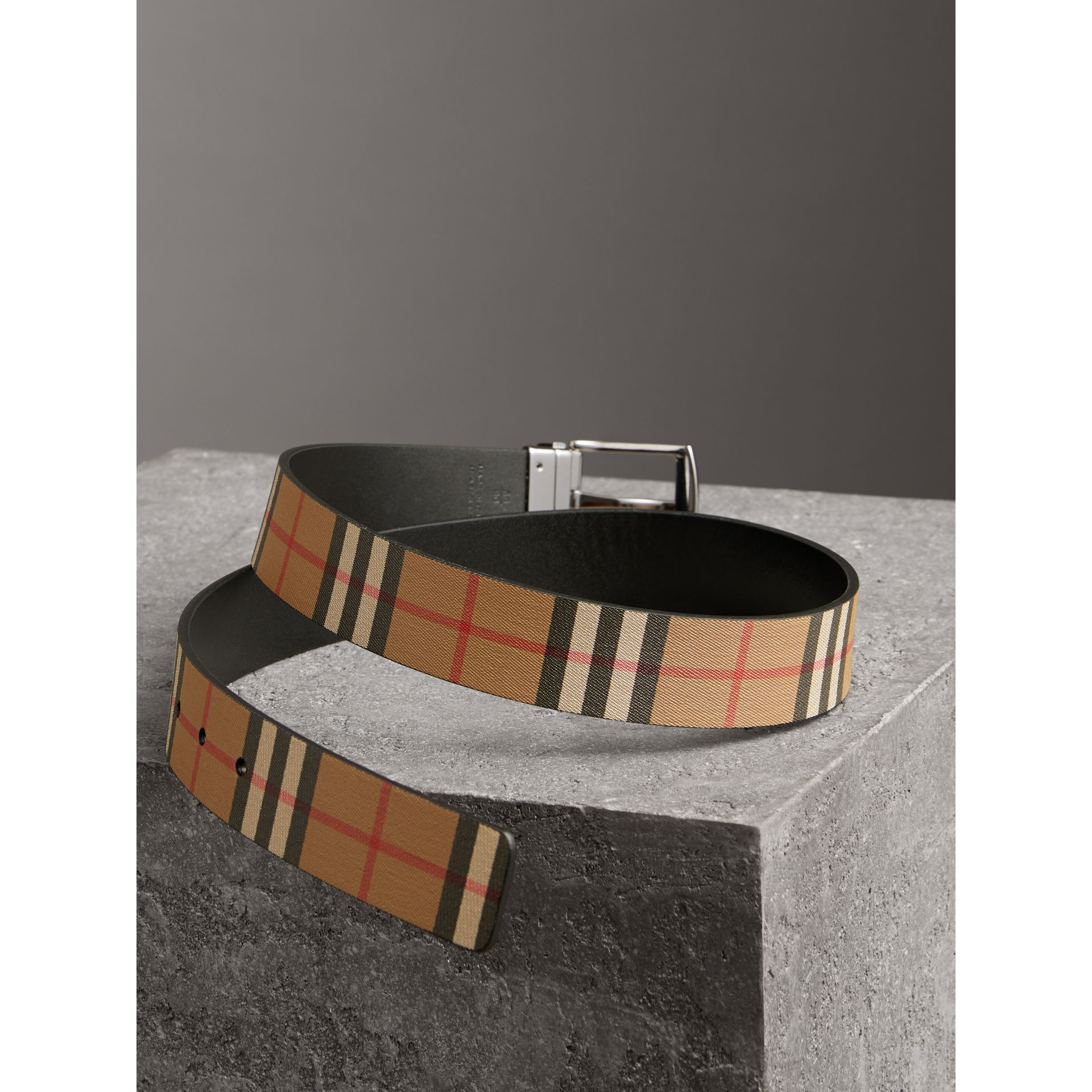 Reversible Vintage Check Leather Belt in Black - Men | Burberry Australia - gallery image 2