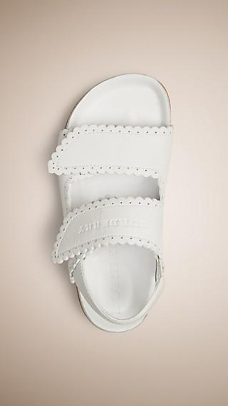 Sandales en cuir à détail festonné