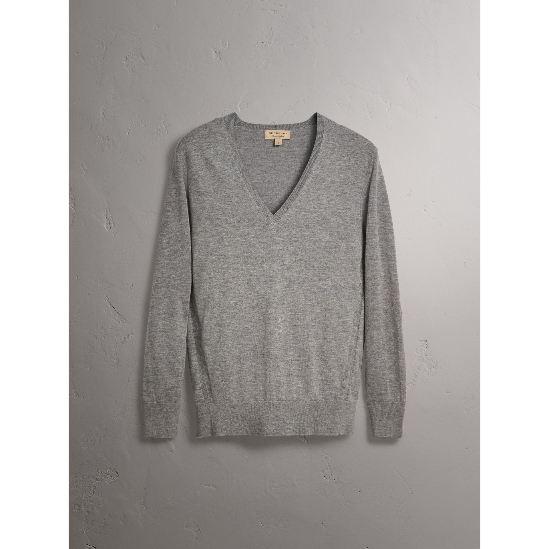 Check Detail Cashmere V-neck Sweater in Pale Grey Melange - Women | Burberry United Kingdom - gallery image 3