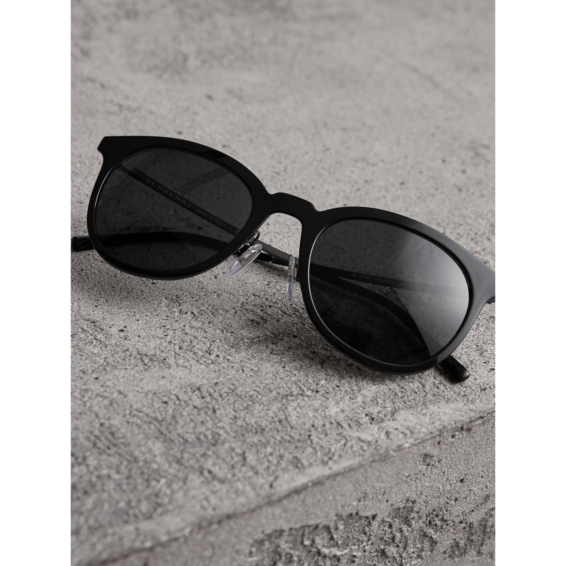 Round Frame Sunglasses in Black - Men | Burberry United Kingdom - gallery image 3