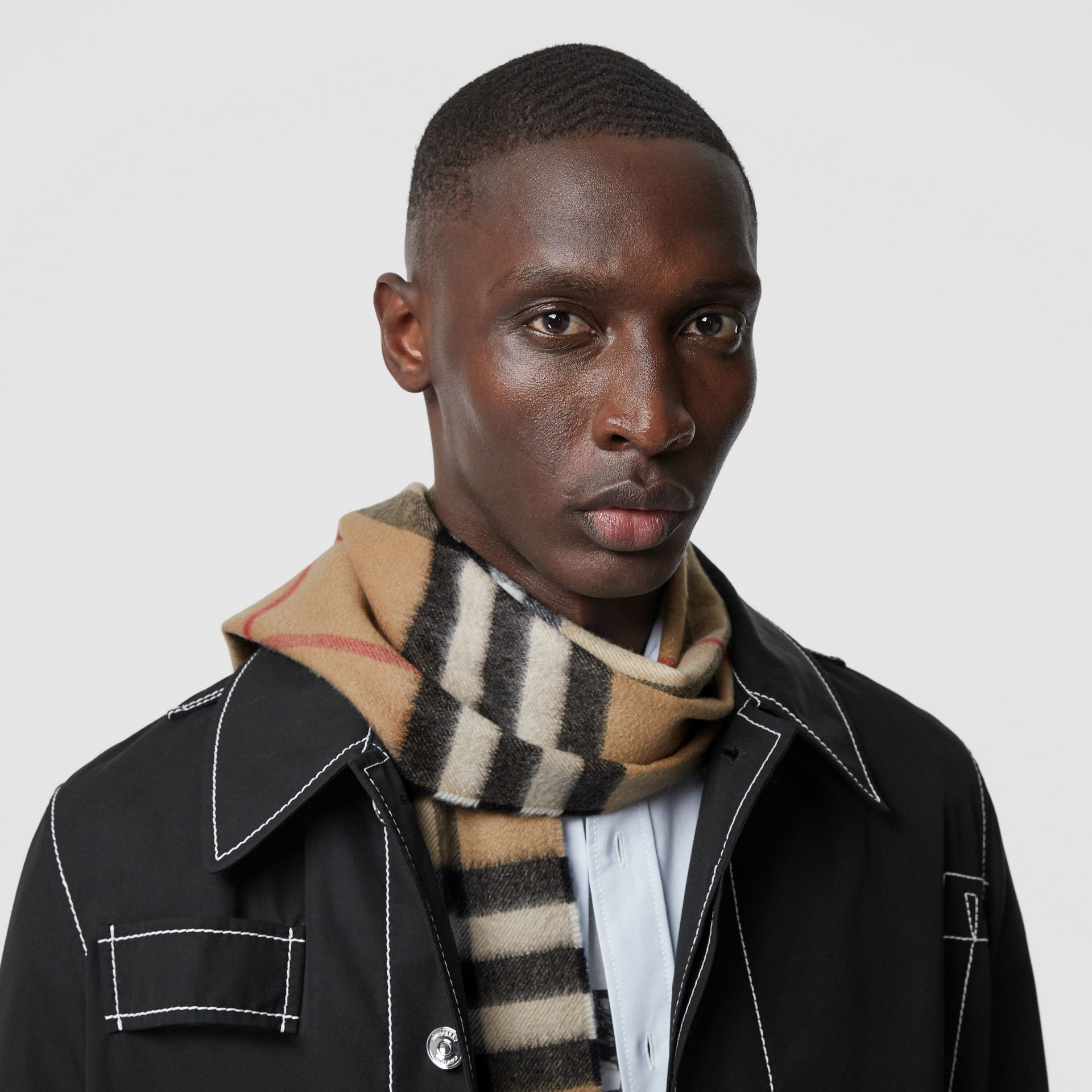 The Classic Check Cashmere Scarf in Archive Beige | Burberry United Kingdom - gallery image 3