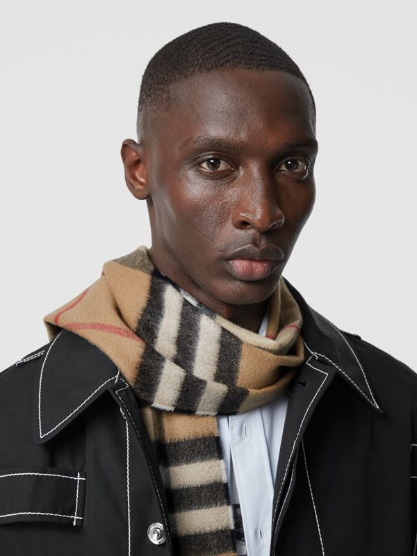 The Classic Check Cashmere Scarf in Archive Beige | Burberry United Kingdom - cell image 3