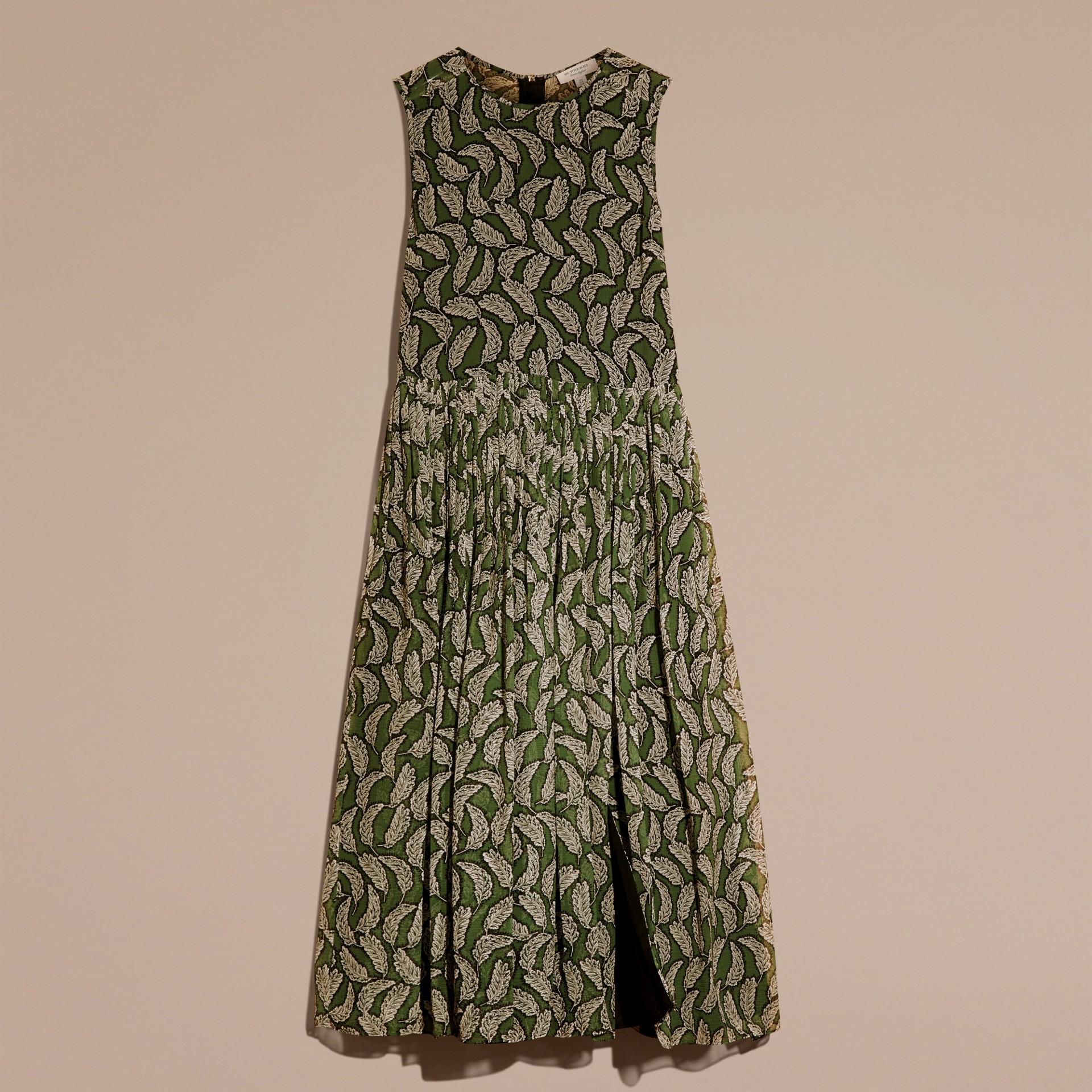 Verde polvere Abito longuette in seta con stampa a foglia - immagine della galleria 4