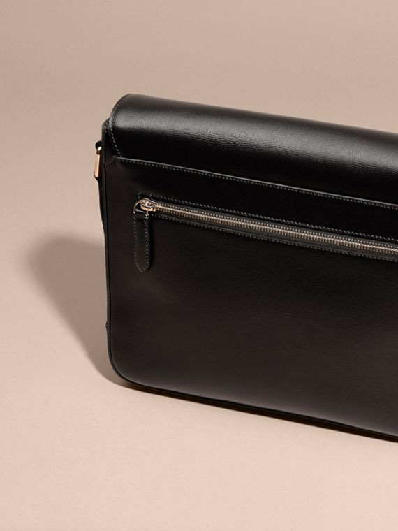 Medium London Leather Messenger Bag in Black - cell image 3