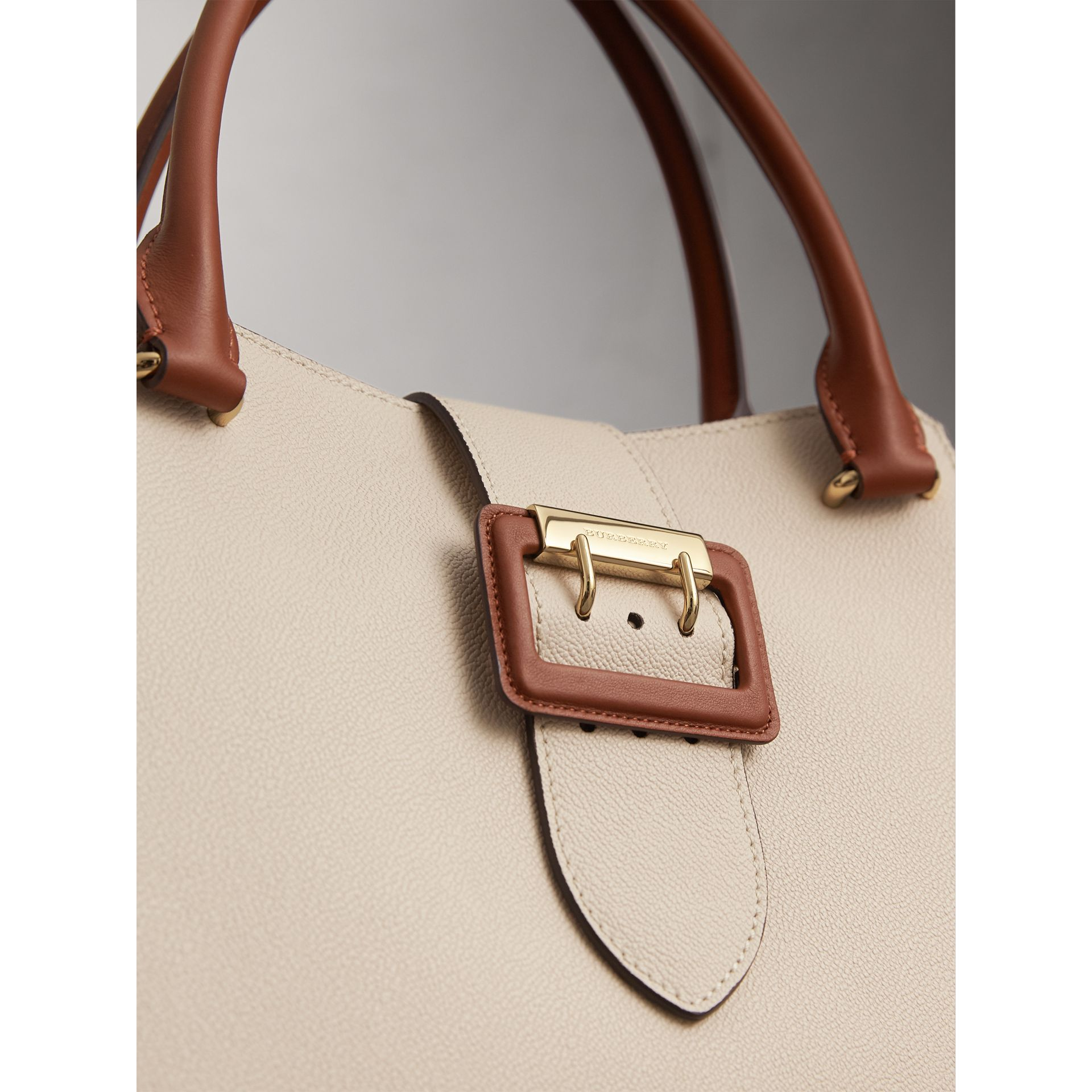 The Medium Buckle Tote in Two-tone Grainy Leather in Limestone - Women | Burberry Canada - gallery image 2