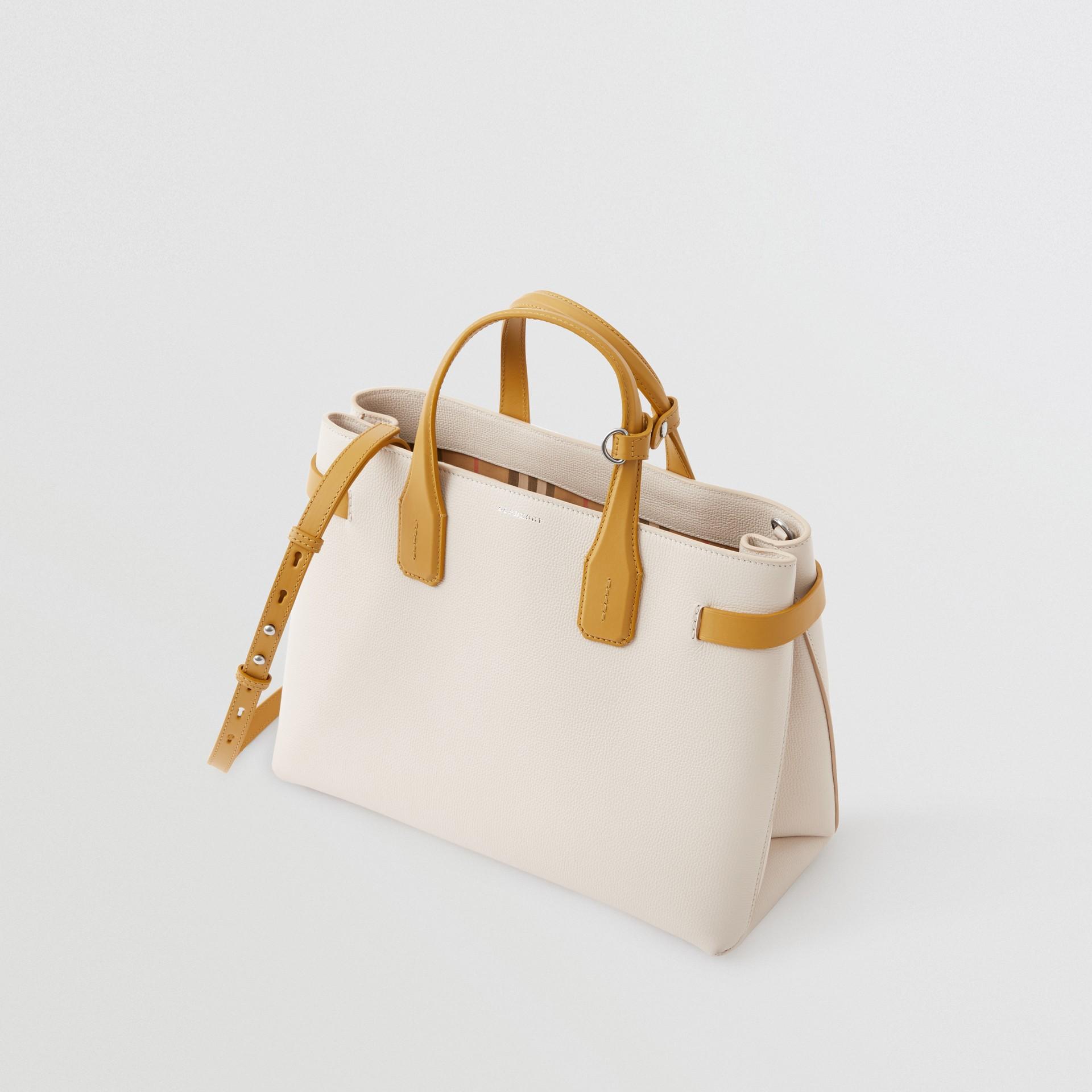 Bolsa Banner de couro em dois tons - Média (Calcário/amarelo Centáurea) - Mulheres | Burberry - galeria de imagens 4