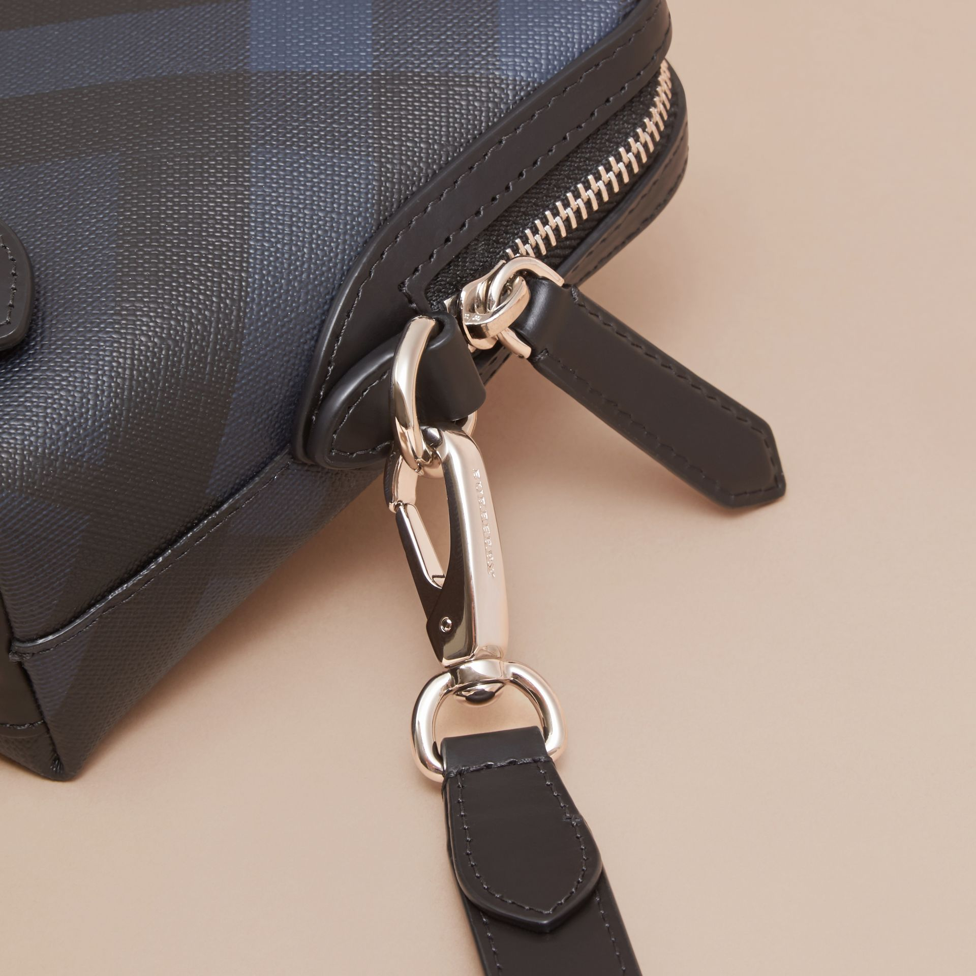 Navy/black Leather-trimmed London Check Pouch Navy/black - gallery image 2