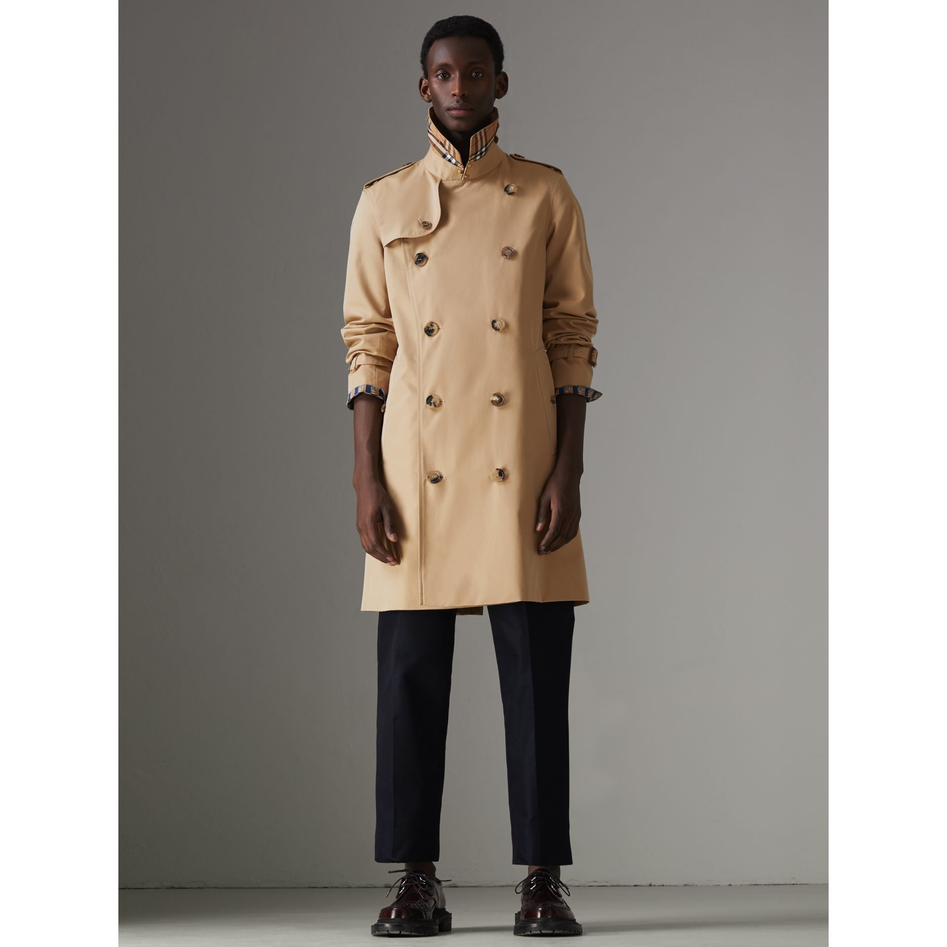 The Chelsea Heritage Trench Coat in Honey - Men | Burberry United Kingdom - gallery image 9