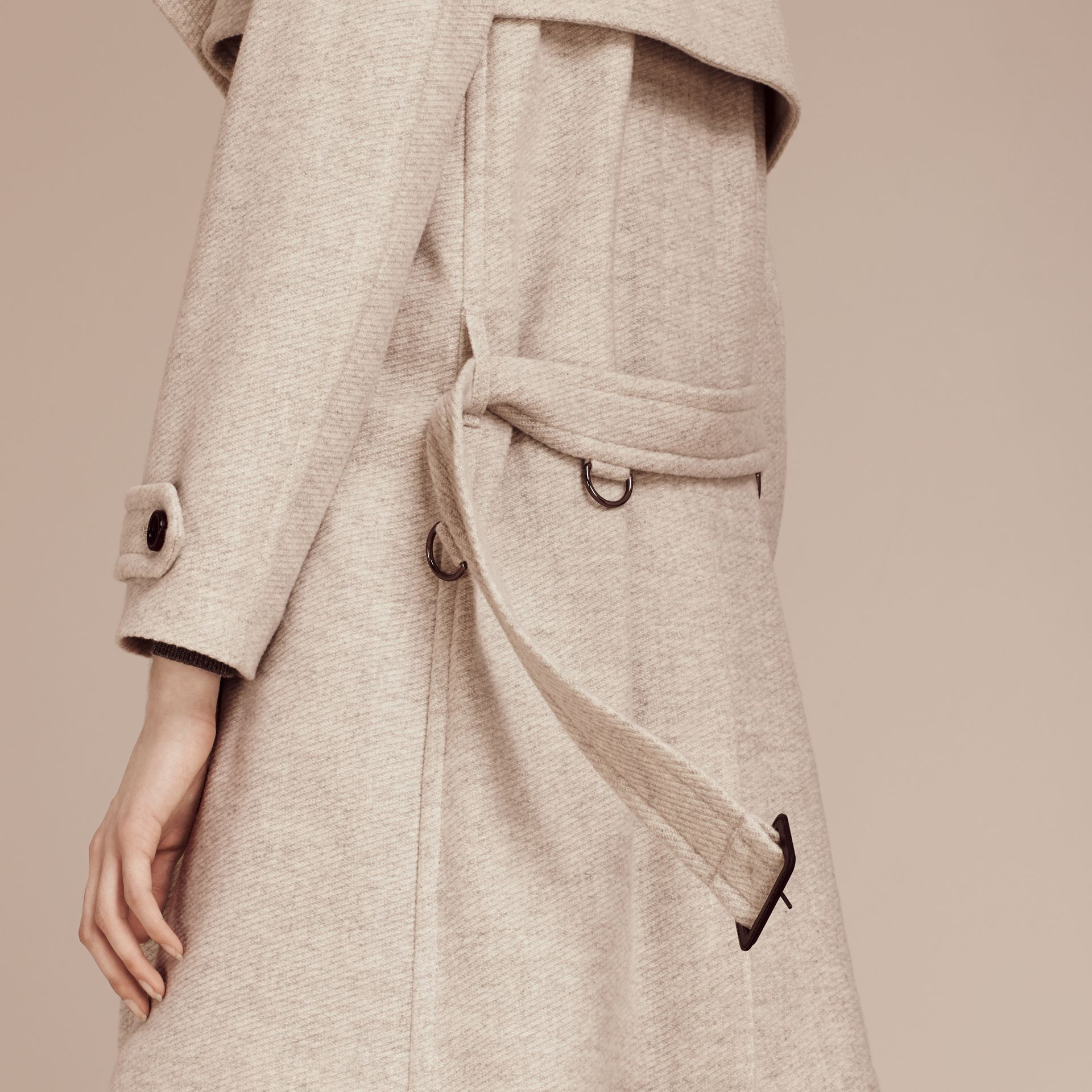 Blanc/gris Trench-coat portefeuille en cachemire - photo de la galerie 6