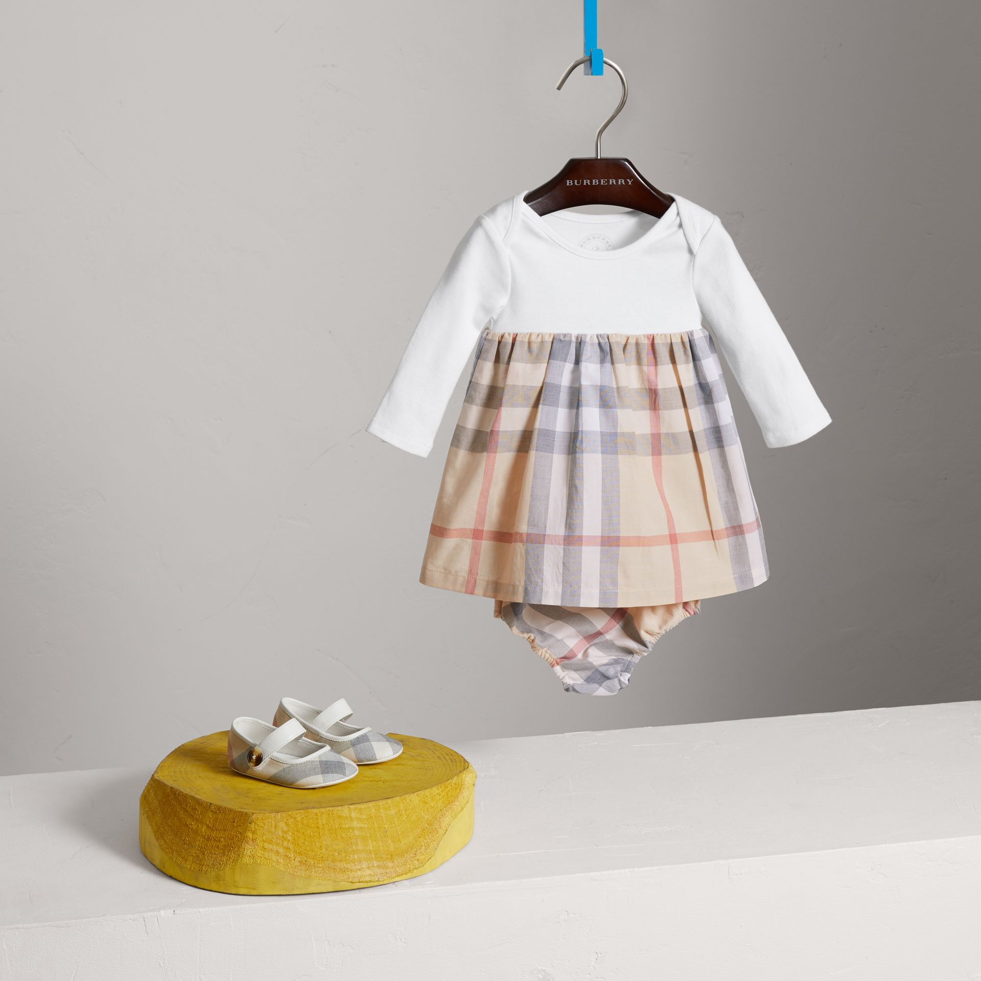 Robe en coton à motif check (Stone Pâle) | Burberry - photo de la galerie 0
