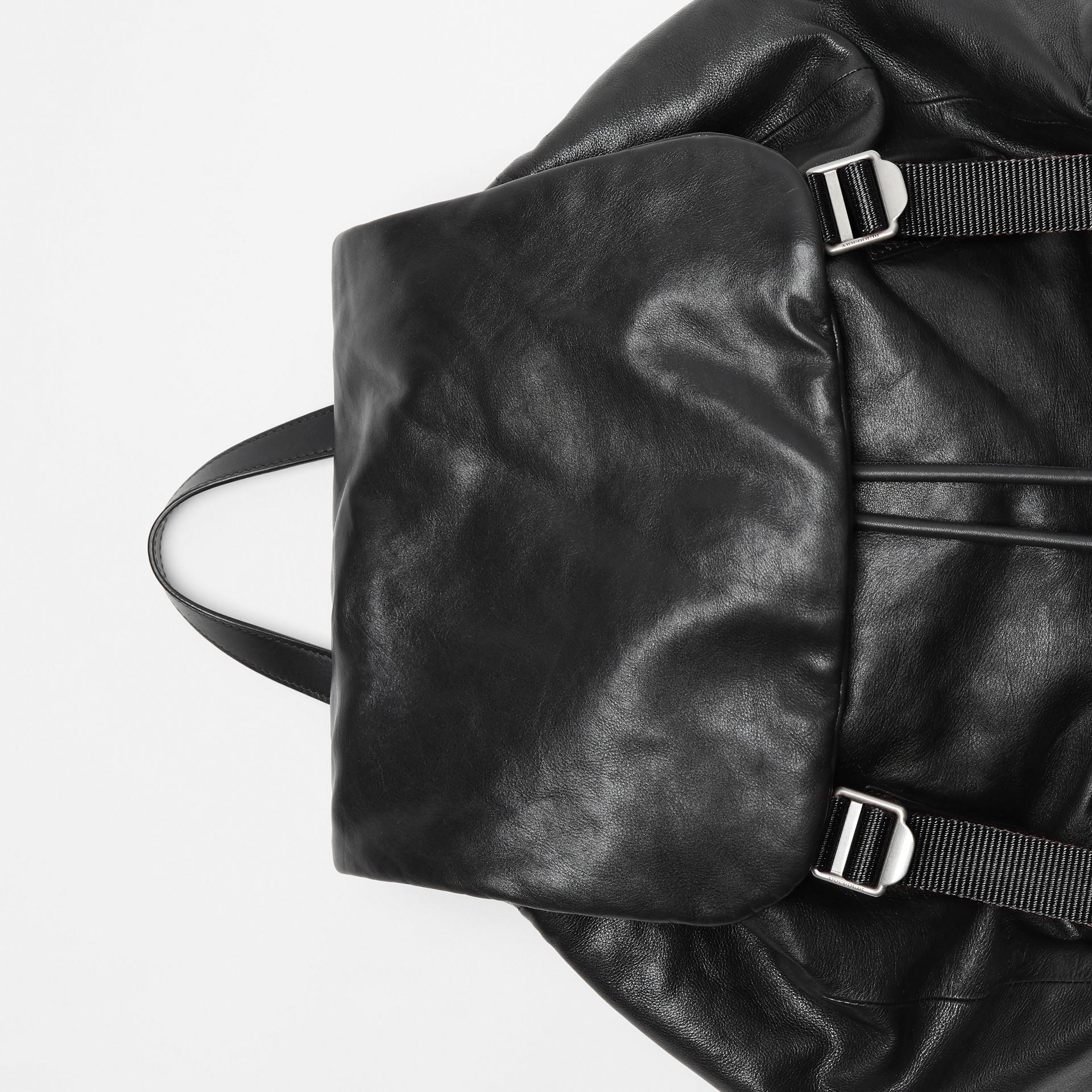 Sac The Rucksack extra-large en cuir nappa (Noir) - Homme | Burberry - photo de la galerie 1