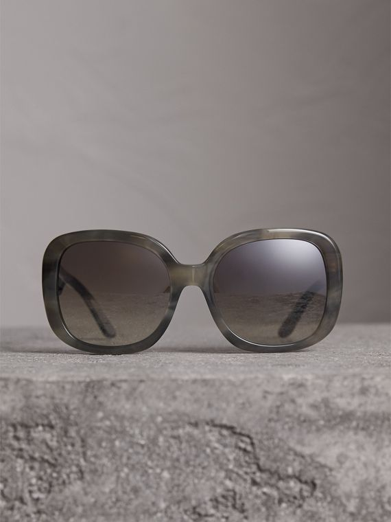 Square Frame Sunglasses in Grey - Women | Burberry United States - cell image 3