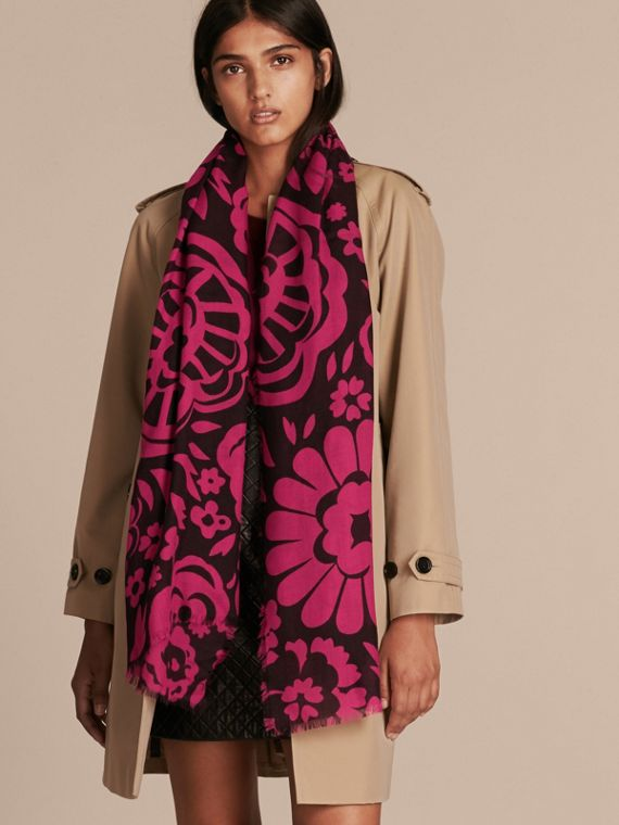 Black/fuchsia Graphic Floral Cashmere Scarf - cell image 2