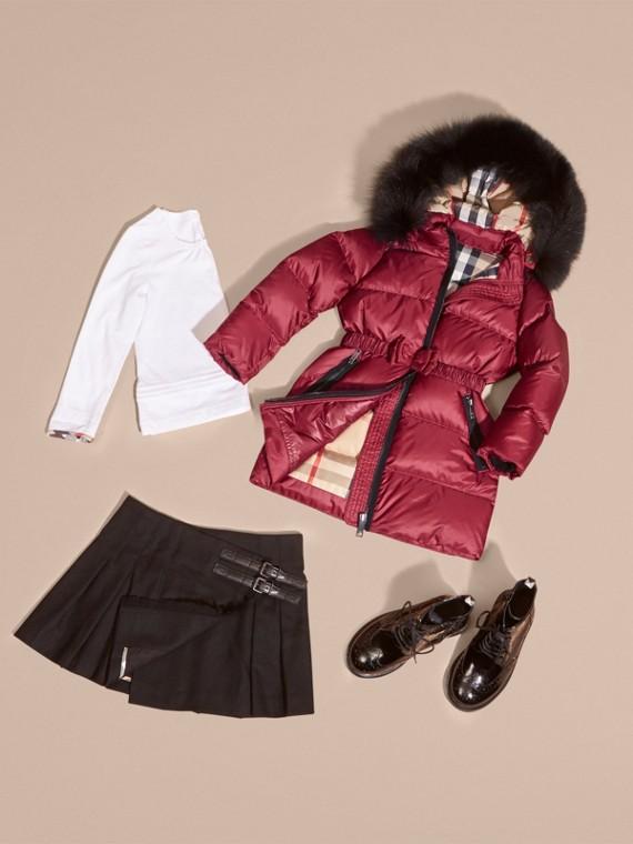 Cappotto imbottito con cappuccio amovibile rifinito in pelliccia di volpe