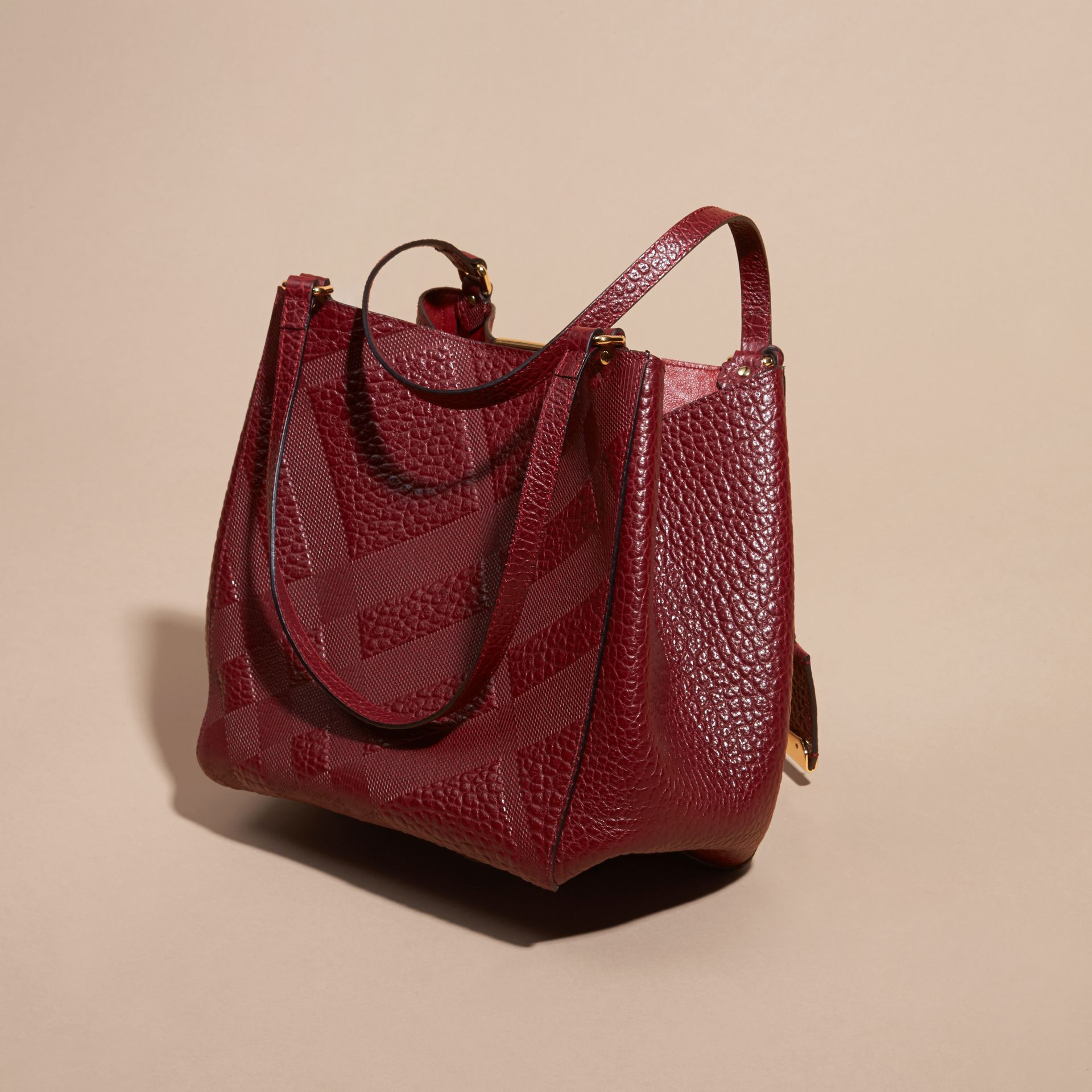 Rouge intense Petit Sac The Canter en cuir avec motif check estampé - photo de la galerie 4