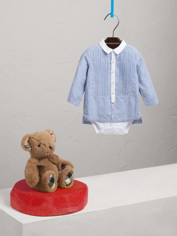 Body in cotone e lino a righe con pettorina plissettata (Blu Pallido/bianco)