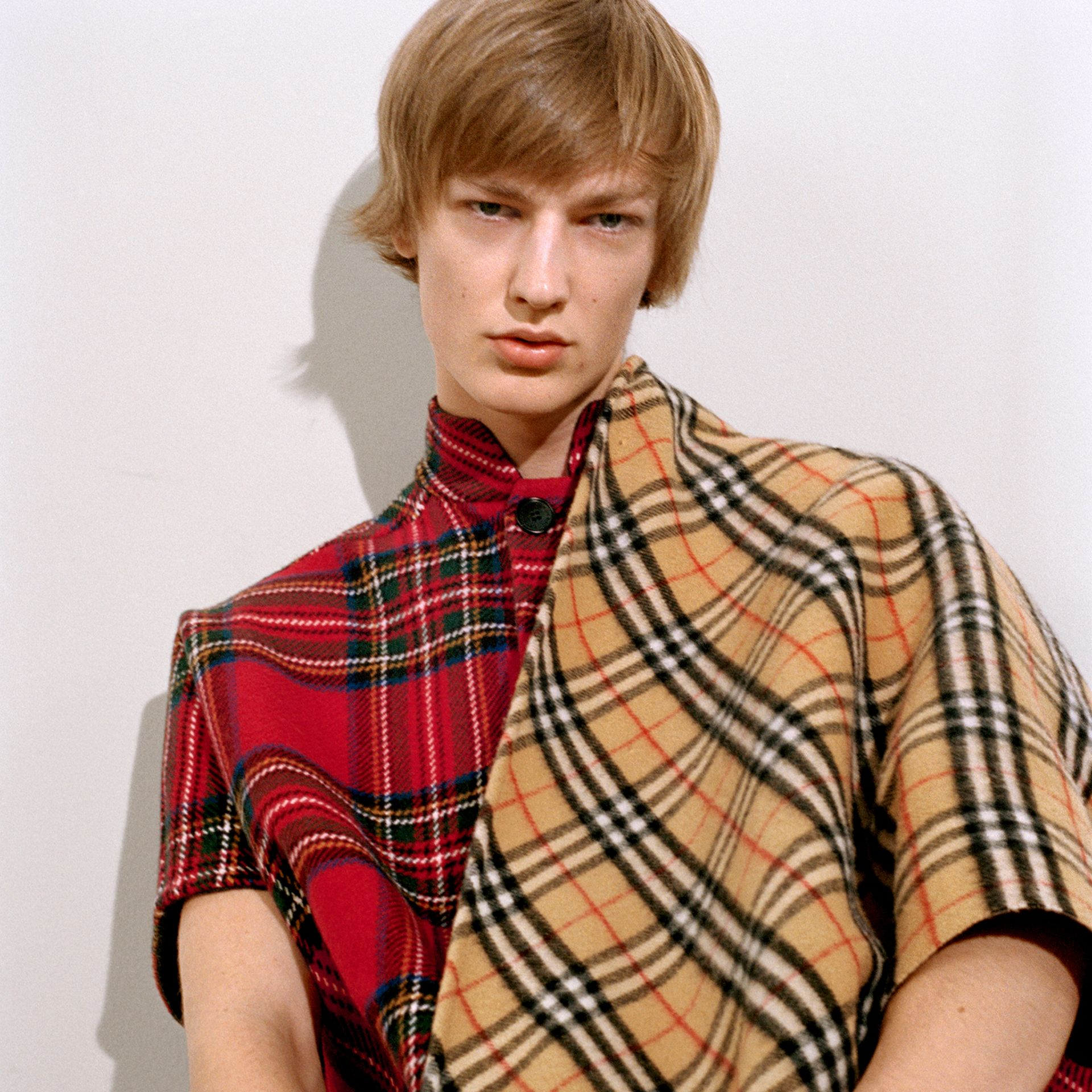 The Burberry Bandana in cashmere con motivo Vintage check (Arenaria) | Burberry - immagine della galleria 4