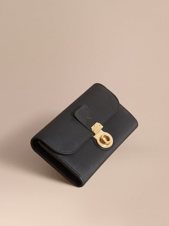 Trench Leather Continental Wallet