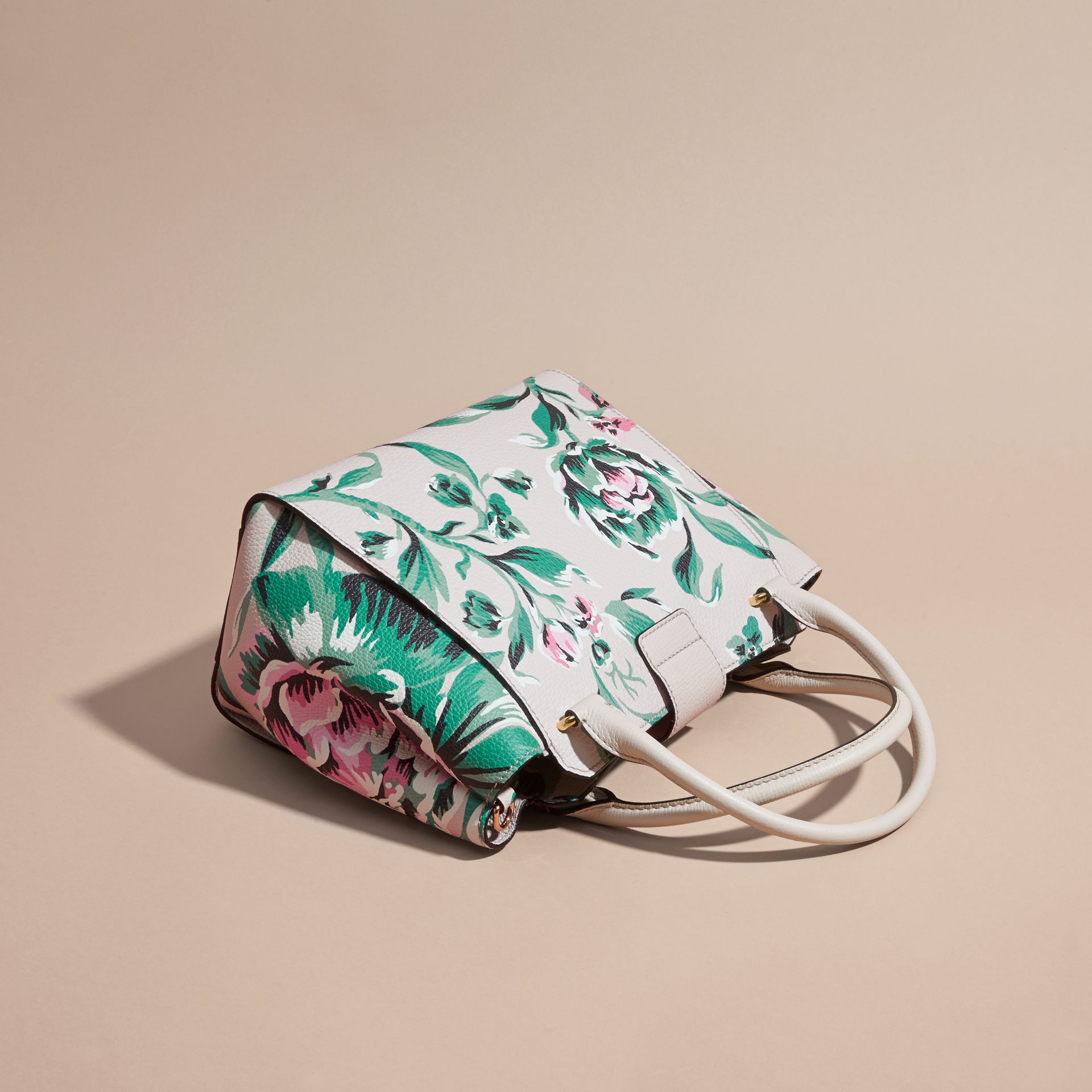 The Medium Buckle Tote in Peony Rose Print Leather in Natural/emerald Green - gallery image 5