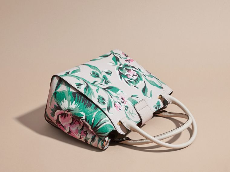 The Medium Buckle Tote in Peony Rose Print Leather in Natural/emerald Green - cell image 4