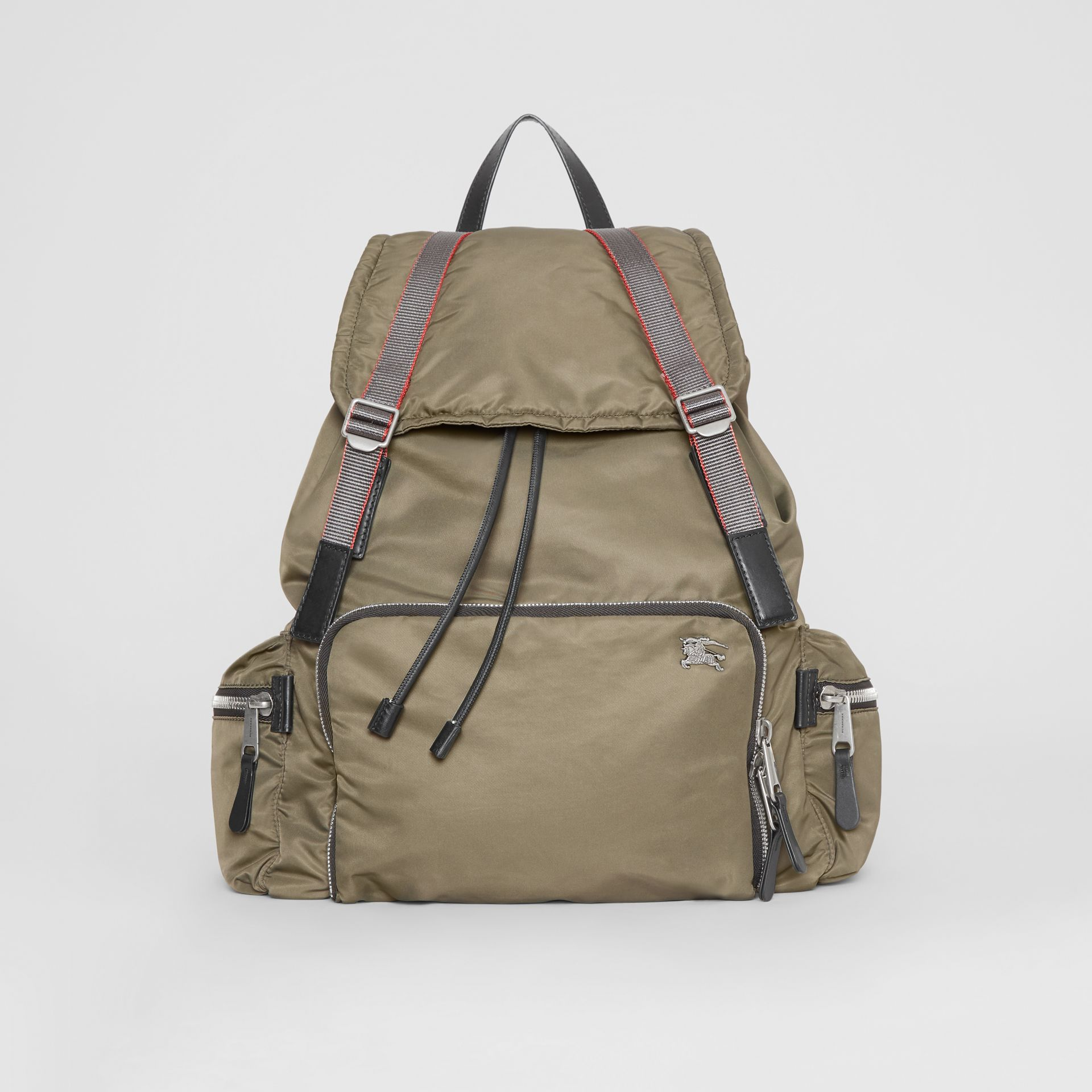 Sac The Rucksack extra-large en nylon façon aviateur (Céladon) - Homme | Burberry - photo de la galerie 0