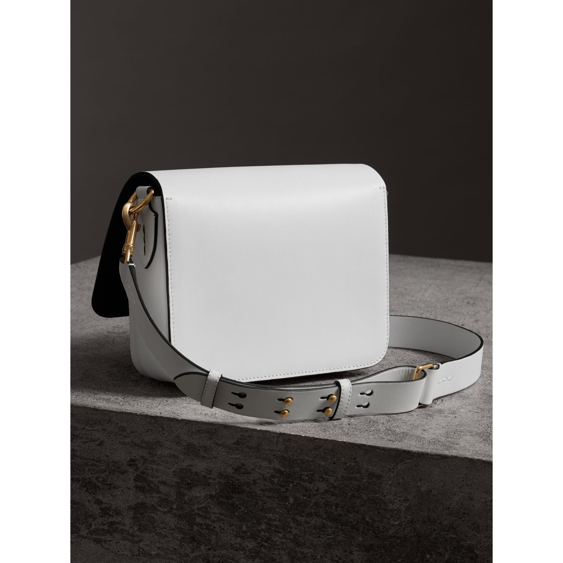 Grand sac The Satchel carré en cuir (Blanc Craie) - Femme | Burberry - photo de la galerie 4