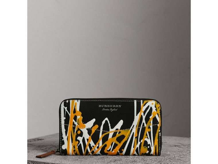 Splash Trench Leather Ziparound Wallet in Black/tan - Women | Burberry - cell image 4