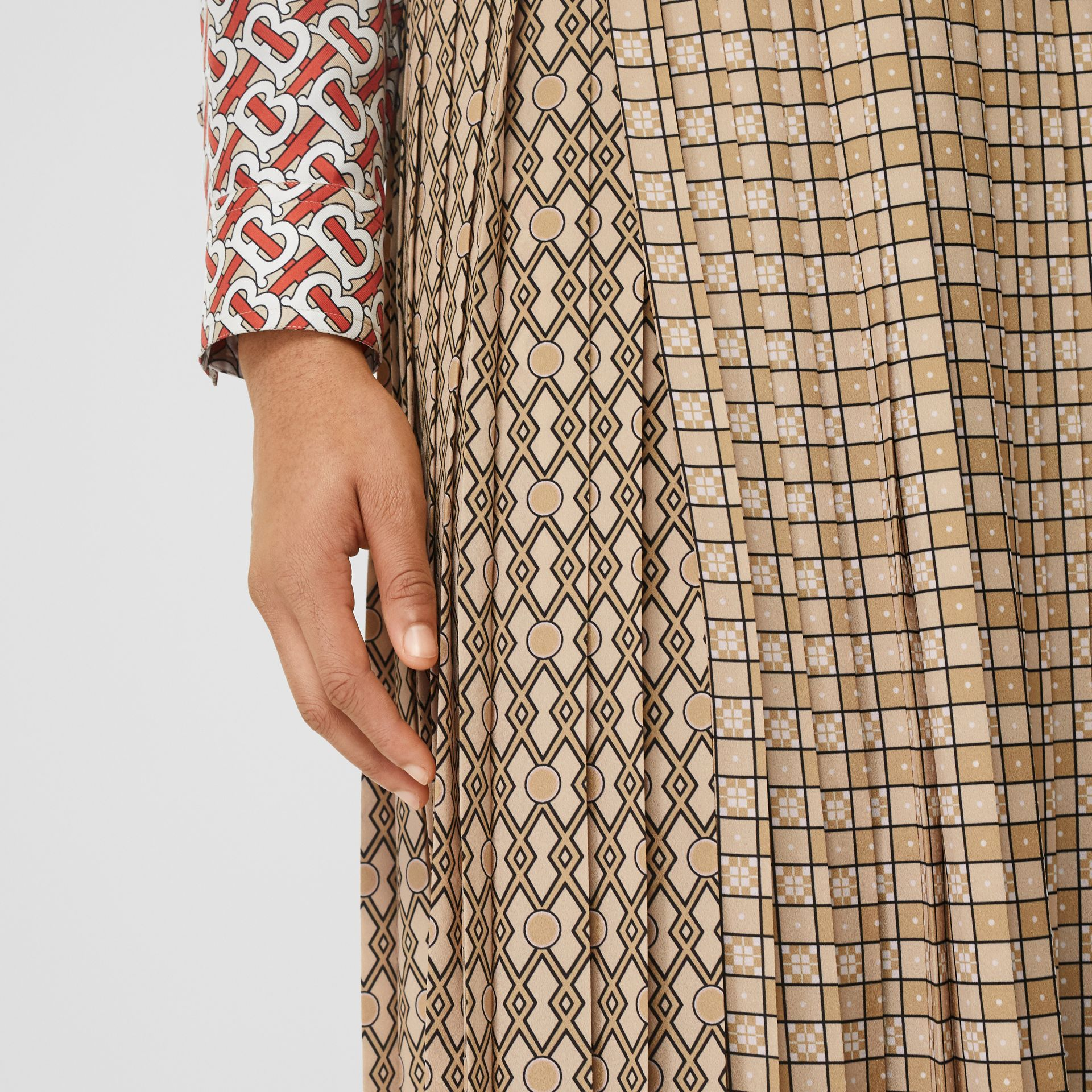 Contrast Graphic Print Pleated Skirt in Latte - Women | Burberry - gallery image 5