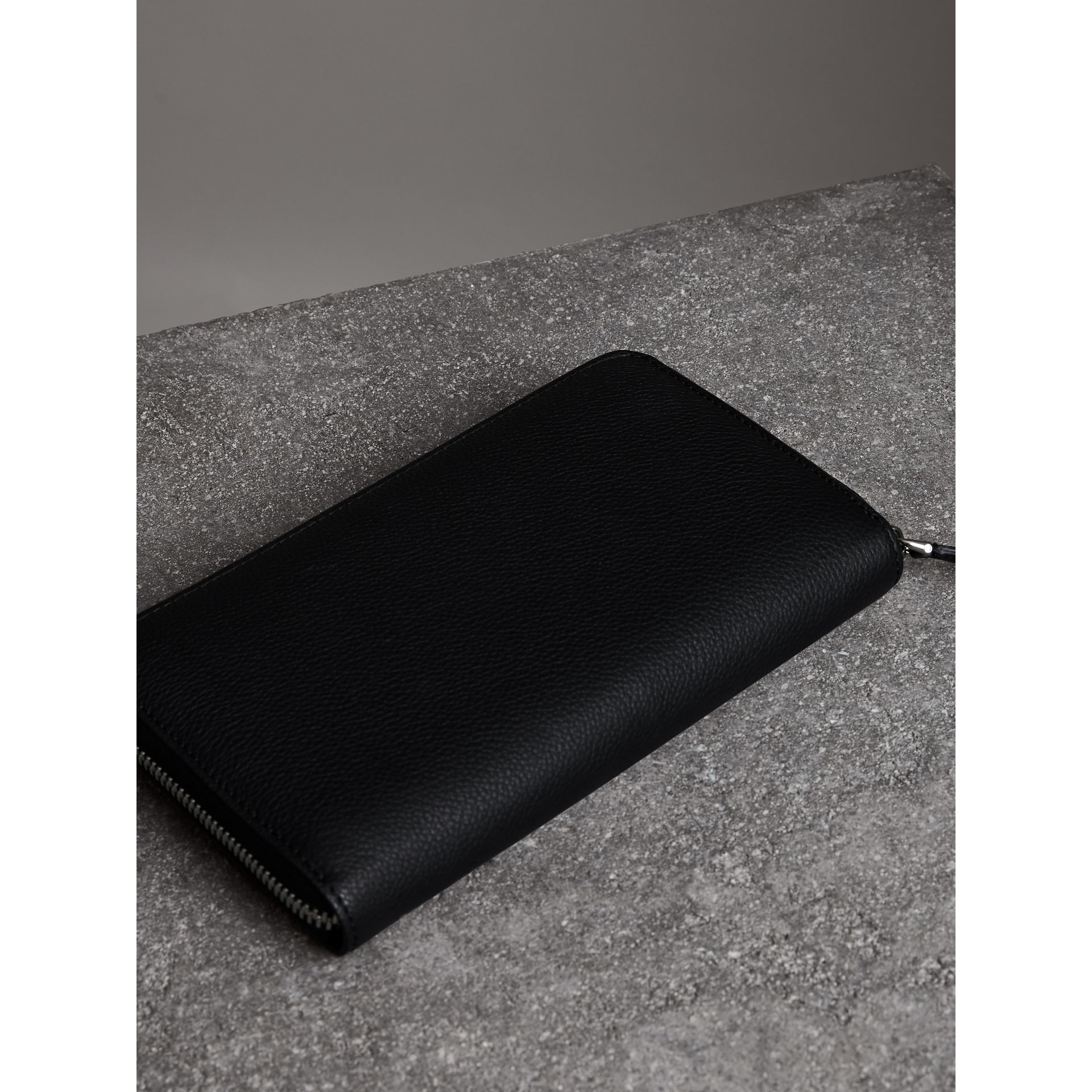 Grainy Leather Ziparound Wallet in Black - Men | Burberry - gallery image 2