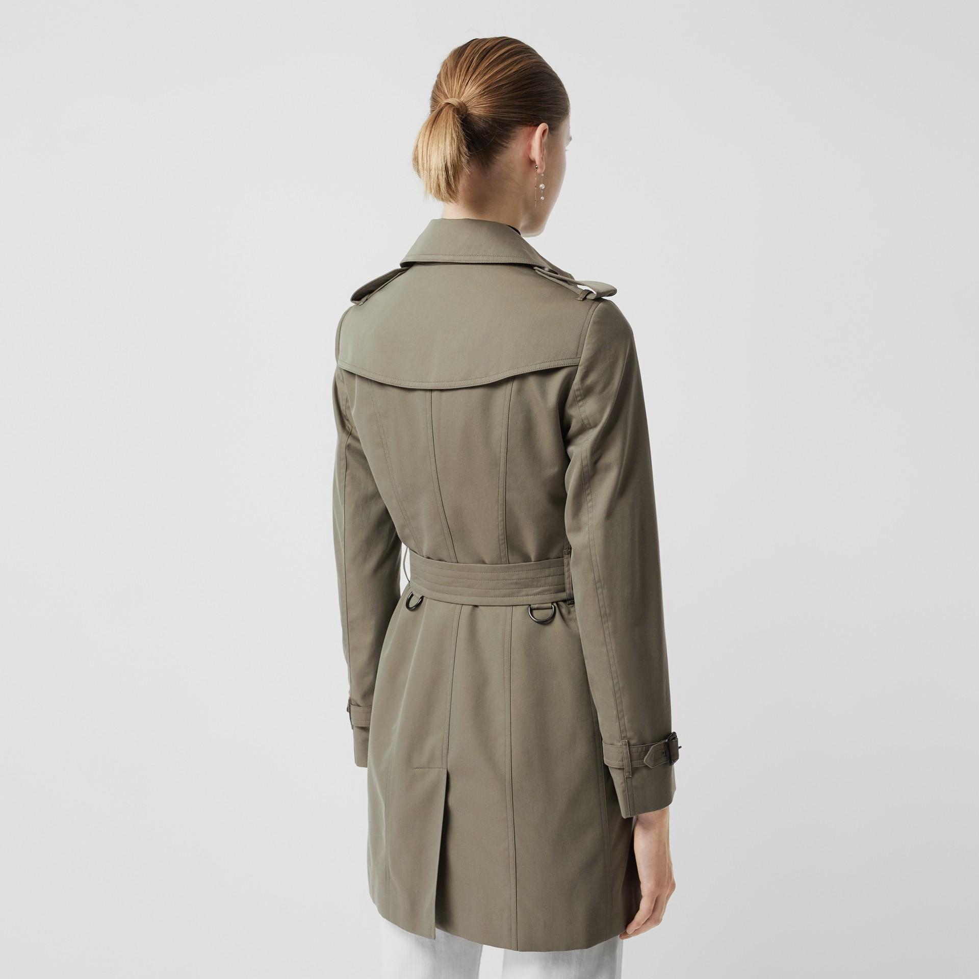 Тренч Sandringham из габардина (Зеленый Мел) - Для женщин | Burberry - изображение 2