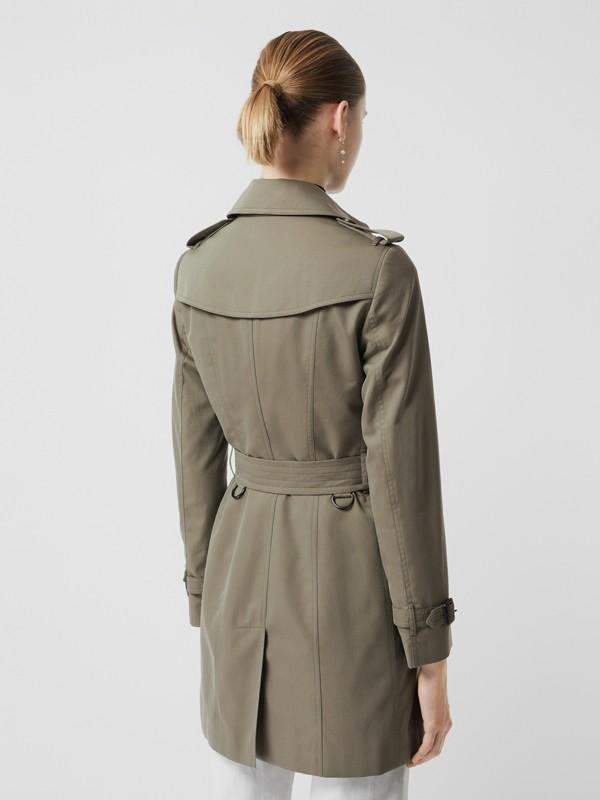 Тренч Sandringham из габардина (Зеленый Мел) - Для женщин | Burberry - cell image 2
