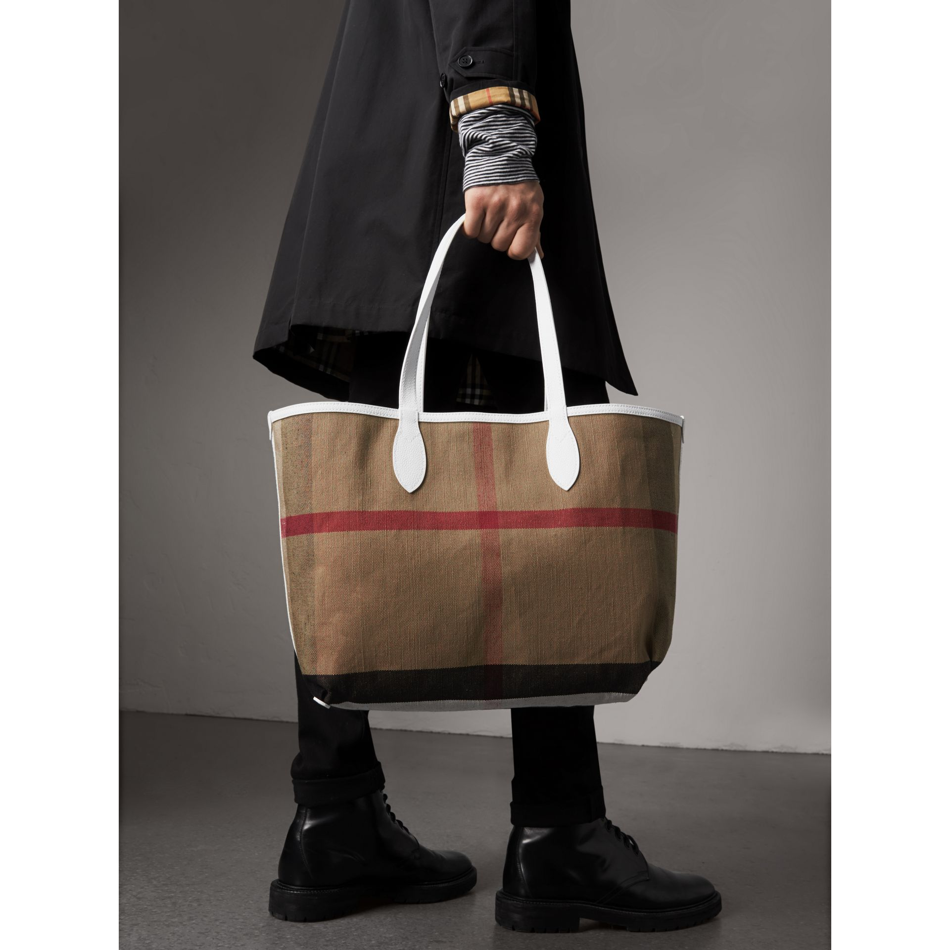 The Medium Doodle Tote in wendbarem Design (Weiss) | Burberry - Galerie-Bild 3