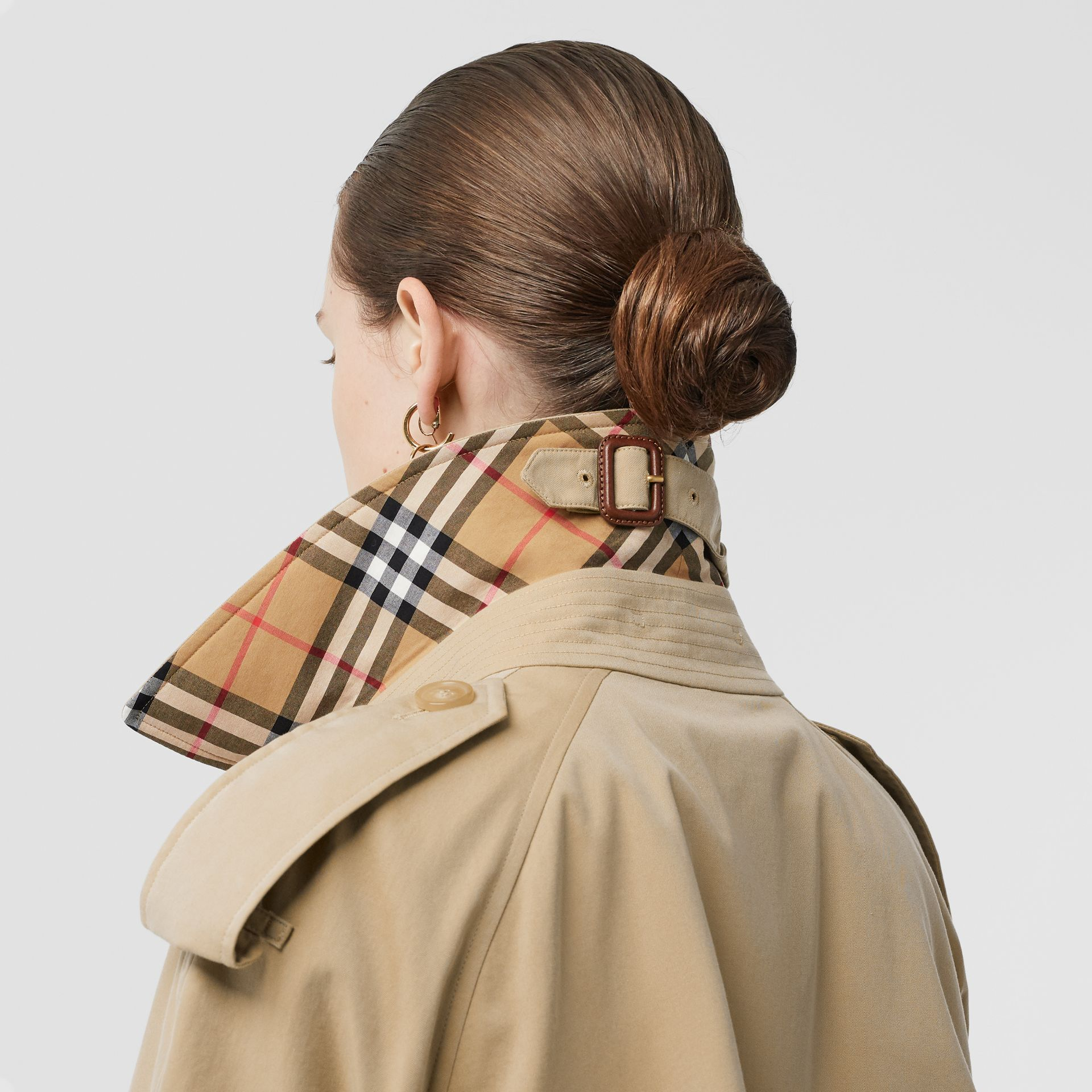 The Mid-length Westminster Heritage Trench Coat in Honey - Women | Burberry Australia - gallery image 4