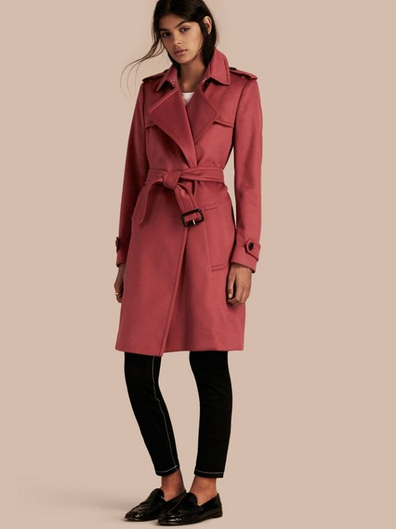 Trench coat estilo wrap de cashmere Dusty Peony Rose