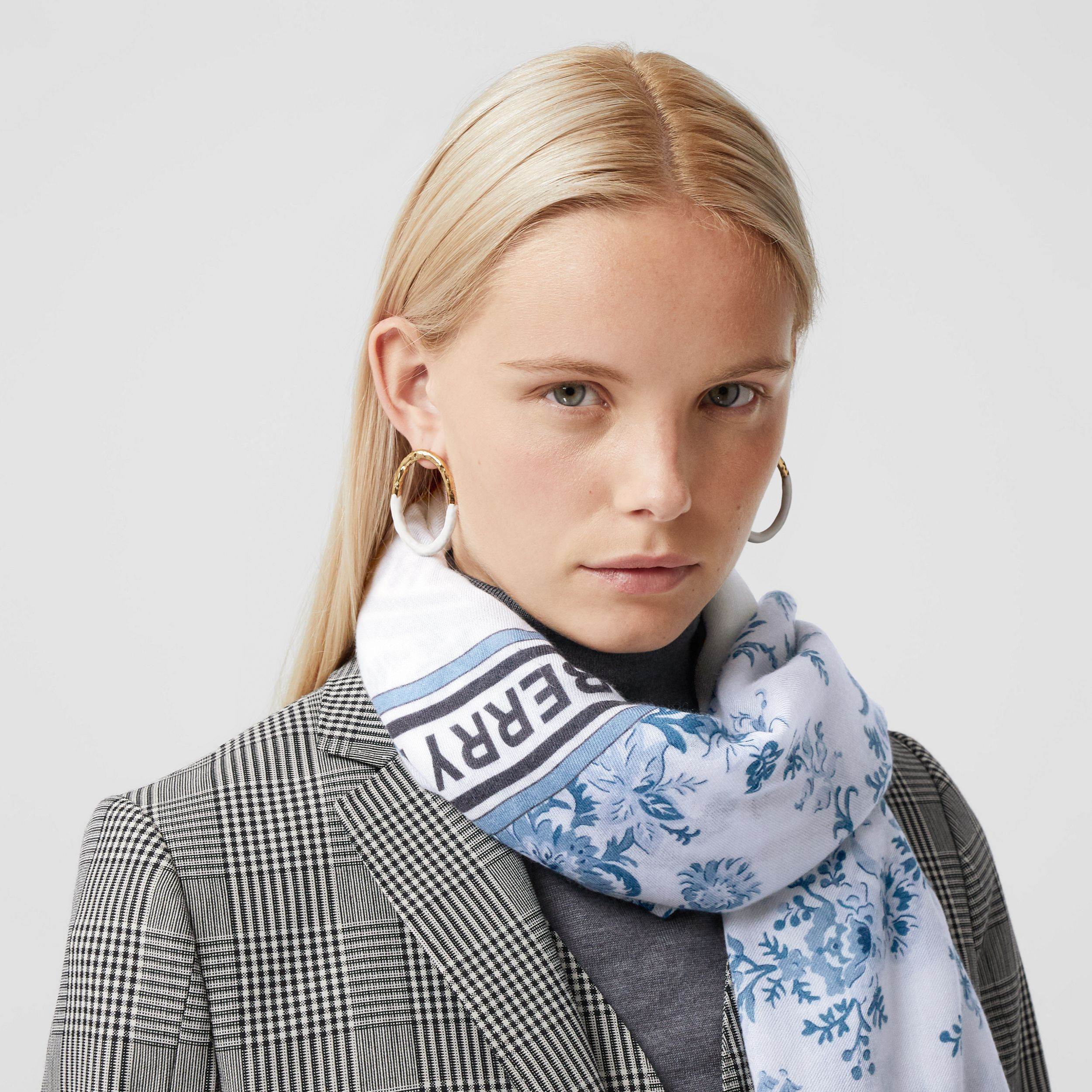 Floral Print Lightweight Cashmere Scarf in Pale Blue | Burberry - 3