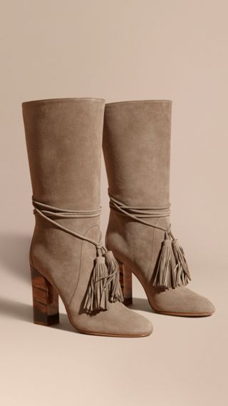 Stivali senza lacci in pelle scamosciata con nappe