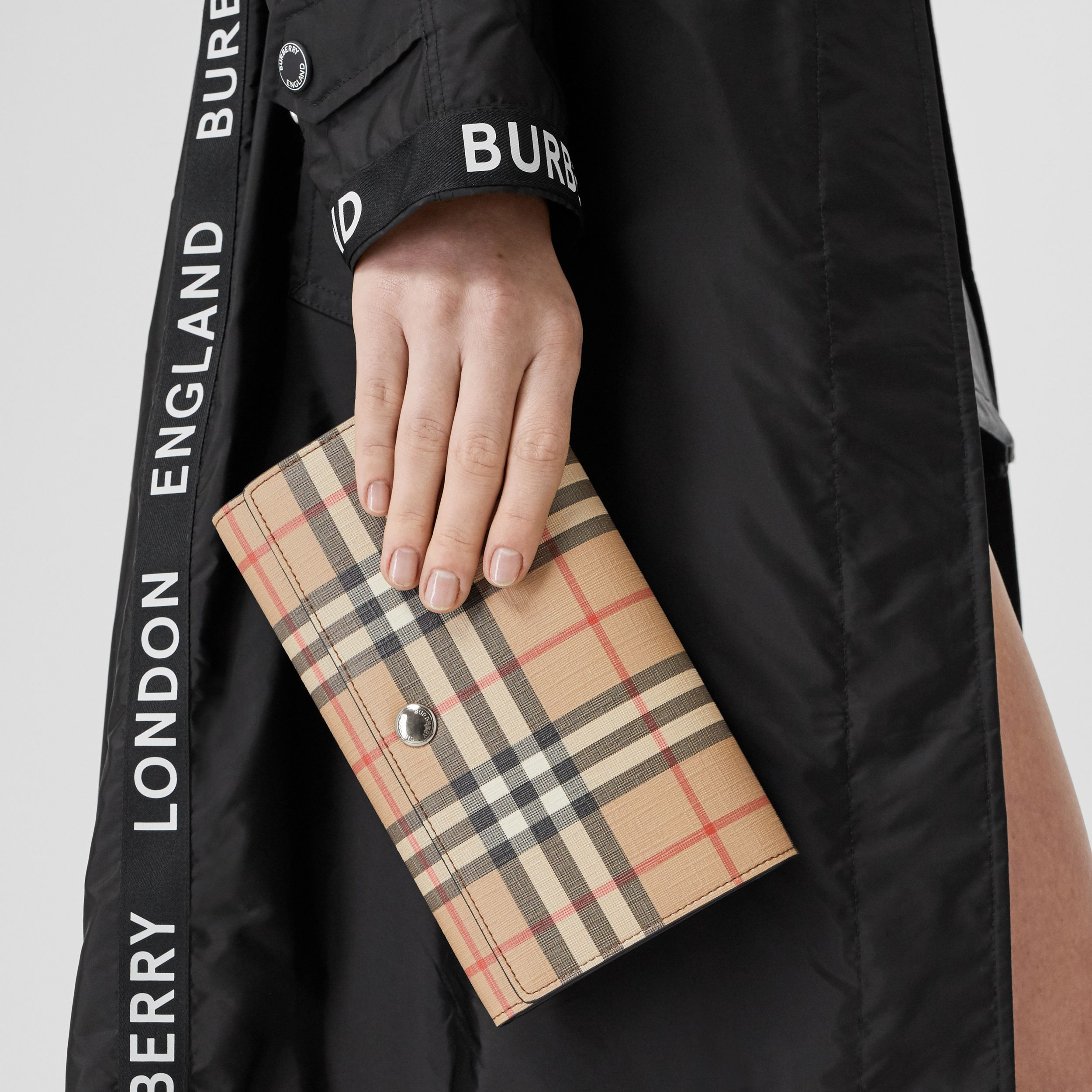 Vintage Check E-canvas Wallet with Detachable Strap in Malt Brown - Women | Burberry Canada - 3