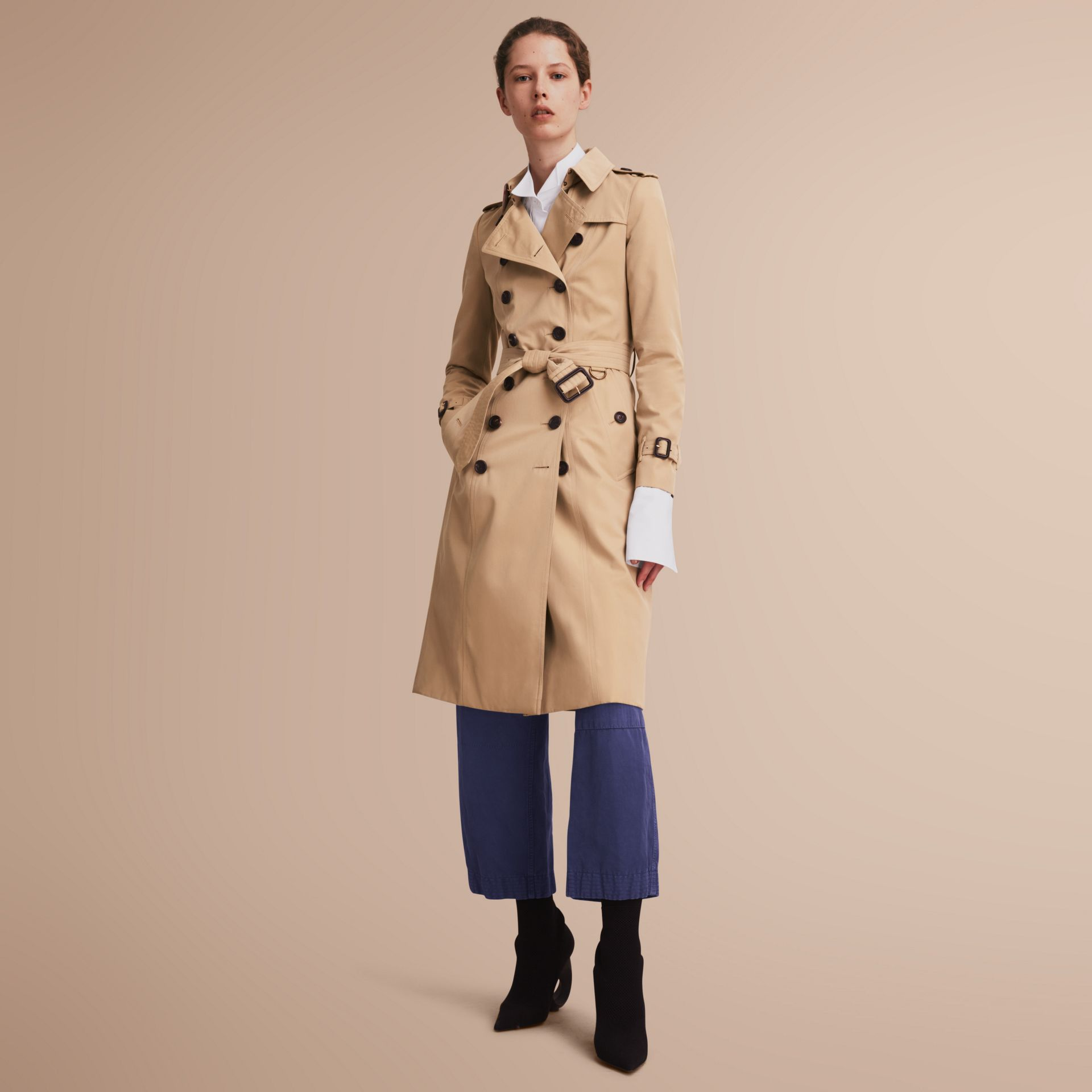 The Chelsea – Extra-long Heritage Trench Coat in Honey - Women | Burberry - gallery image 1