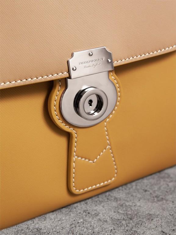 Bolso DK88 de asa superior mediano con estampado geométrico (Amarillo Ocre / Miel) - Mujer | Burberry - cell image 1