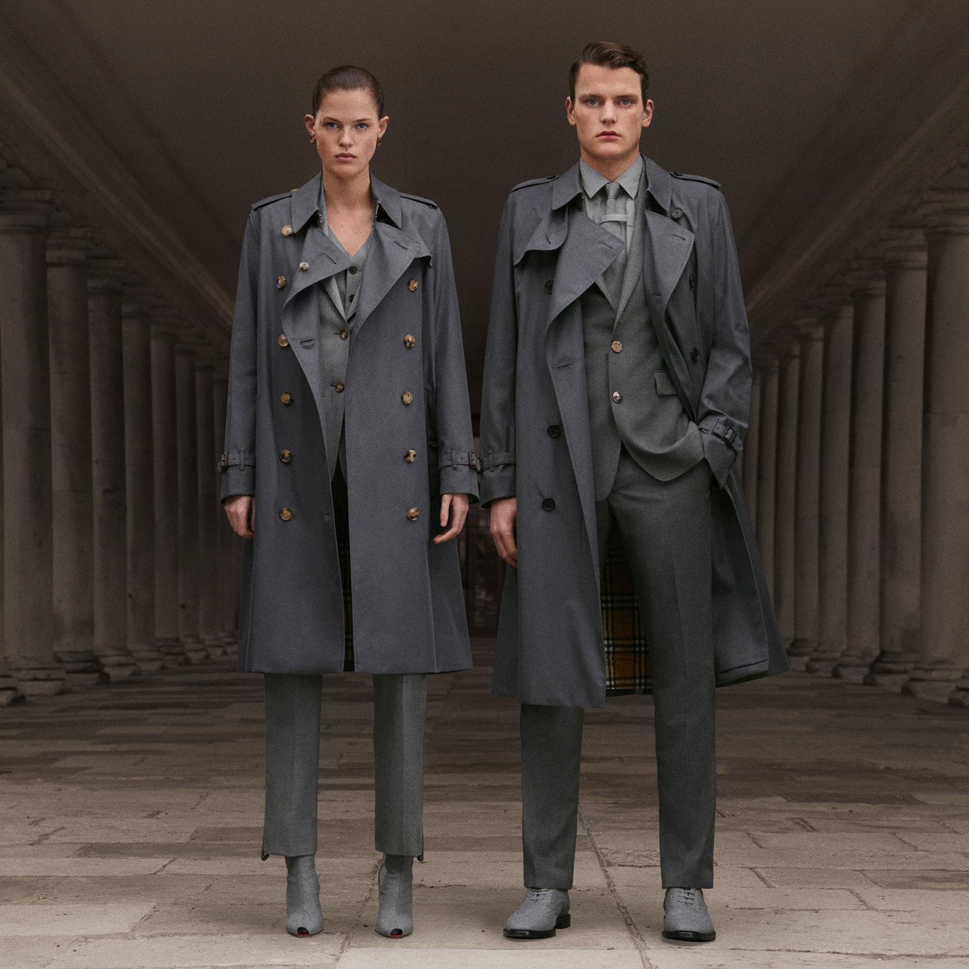 The Chelsea - Trench coat Heritage longo (Cinza Médio) - Homens | Burberry - galeria de imagens 1