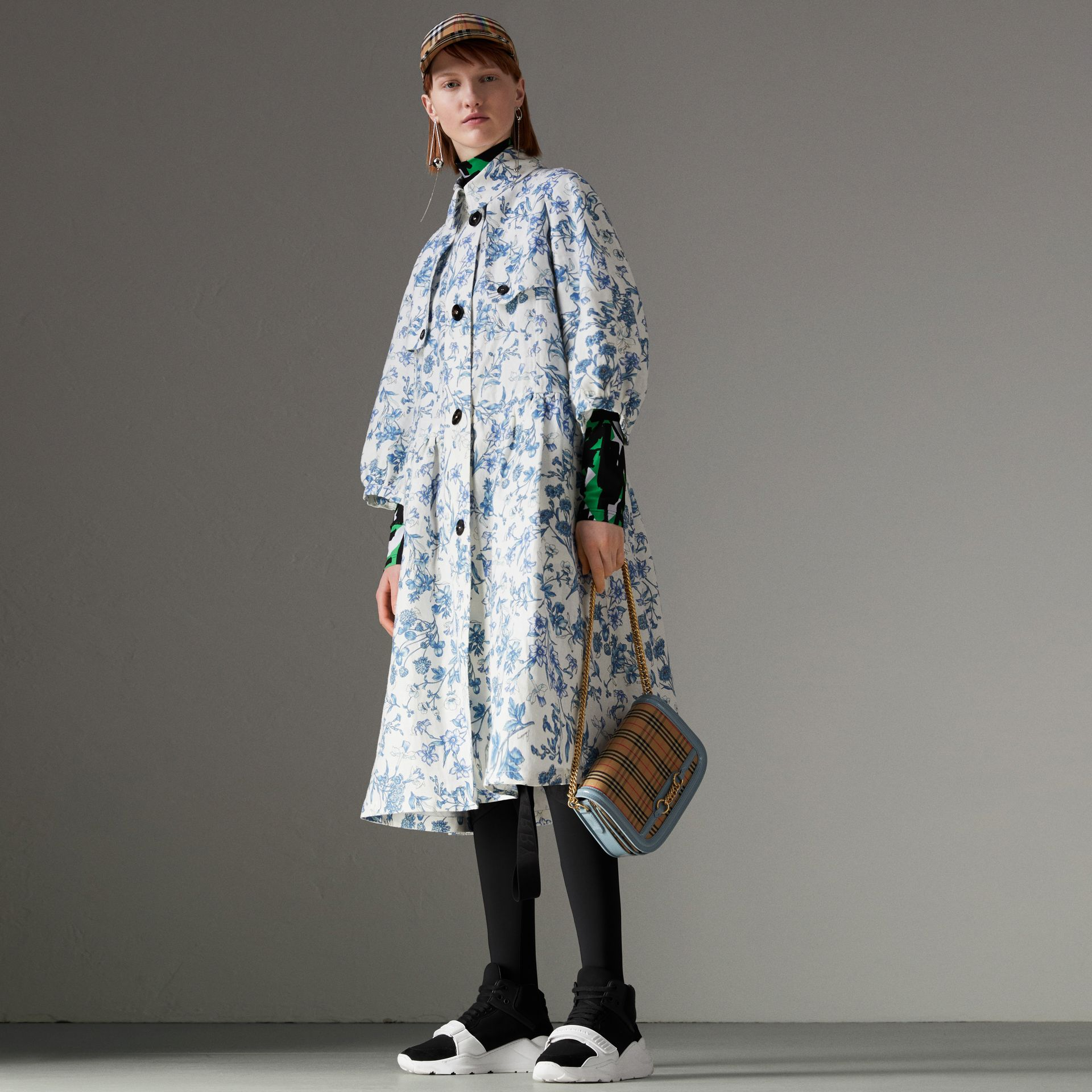 Reissued 2005 Floral Print Linen Dress Coat in Blue China - Women | Burberry - gallery image 0