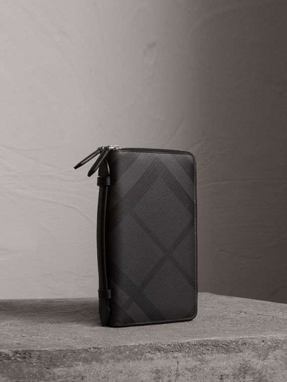 London Check Travel Wallet in Charcoal/black